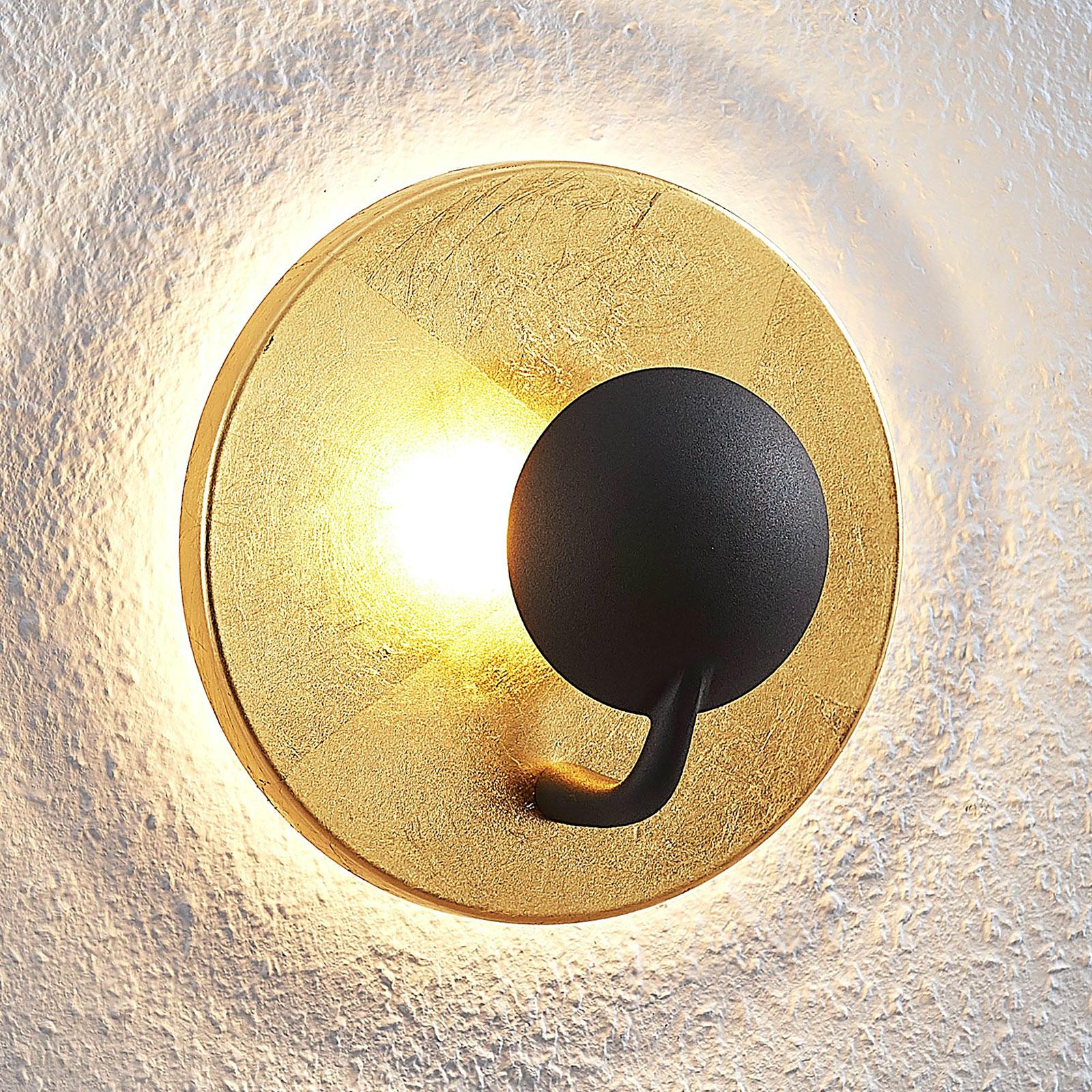 Lindby Lou aplique LED en negro y dorado