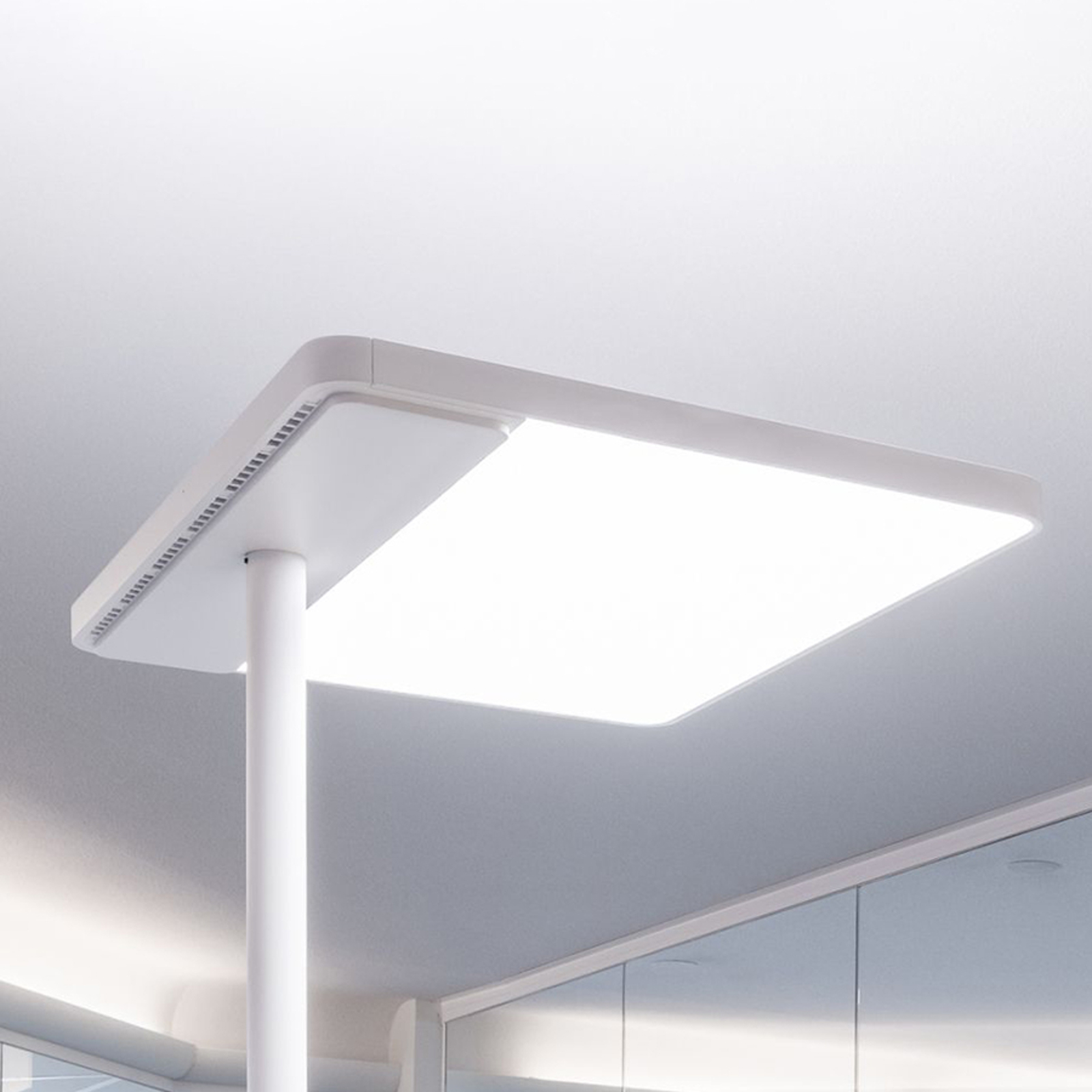 LED kantoor vloerlamp Linea-F met tastdimmer