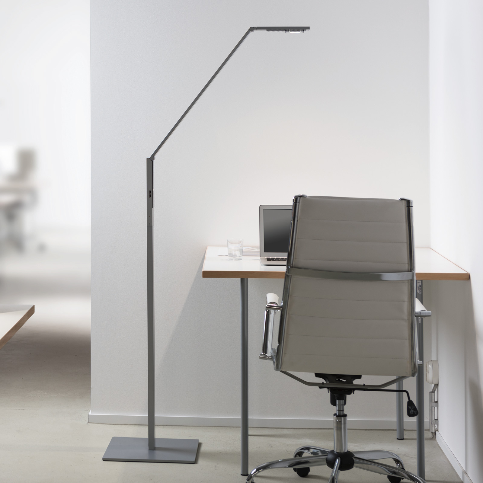 Luctra Floor Linear LED floor lamp controllable_2614021_1