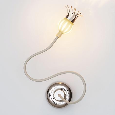 Lámpara de pared Poppy con pétalos florecientes