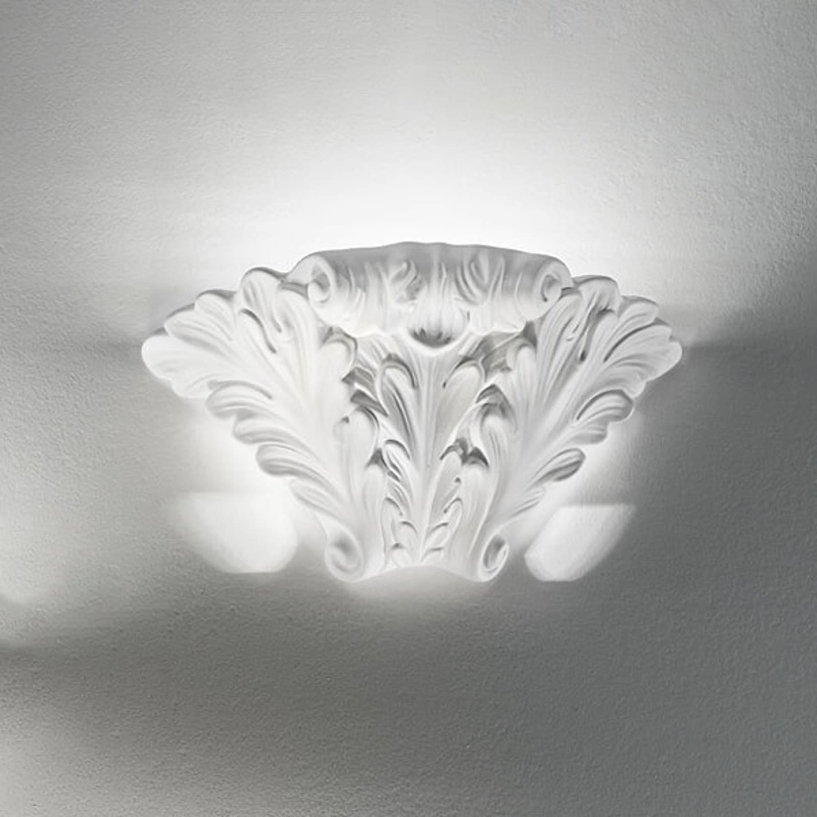 Met beeldhouwwerk versierde wandlamp ROKOKO