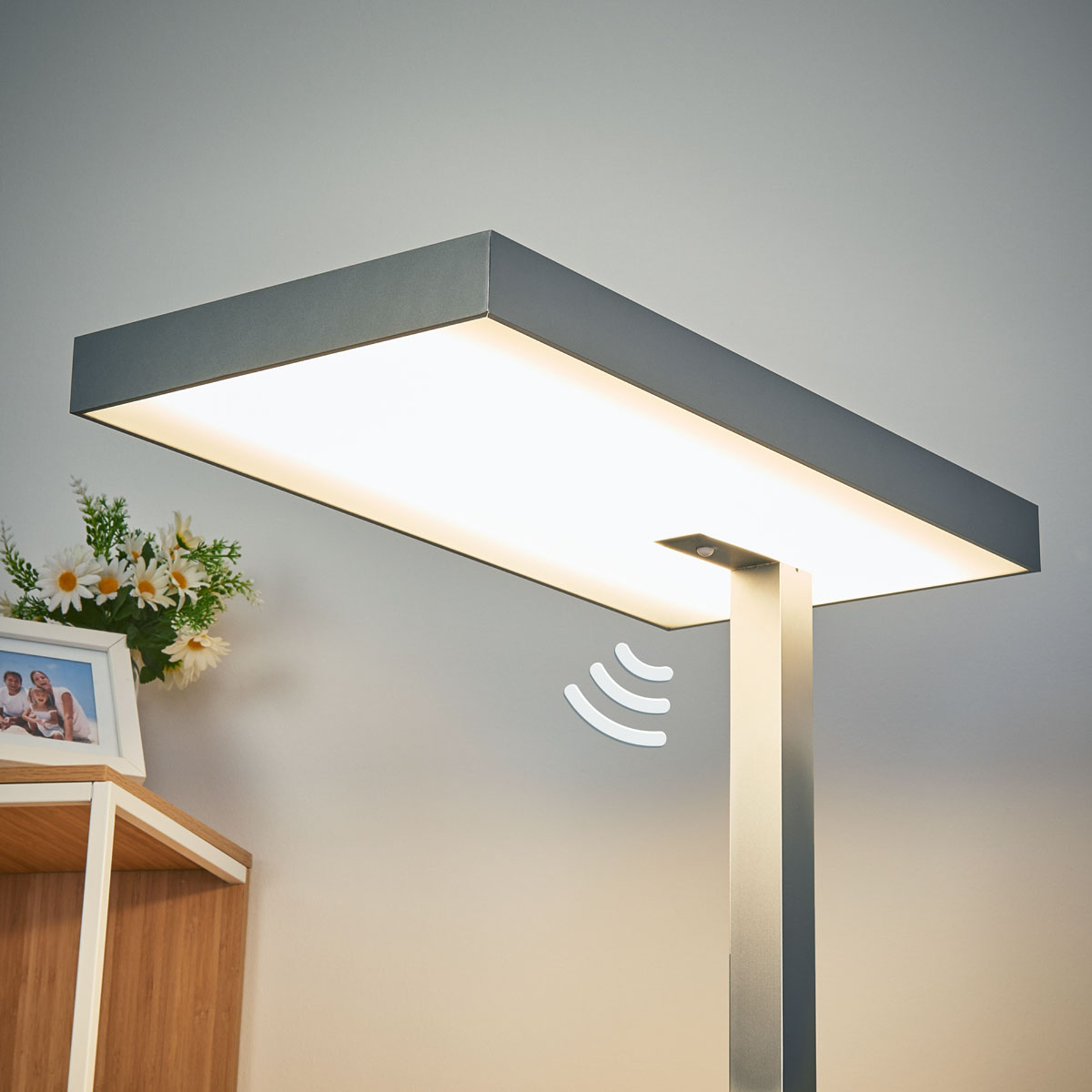 Stojąca lampa biurowa LED Nora, czujnik ruchu 50W