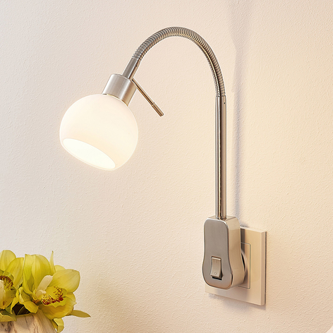 Lindby Aeryn stikkontaktlampe, flex-arm, kontakt