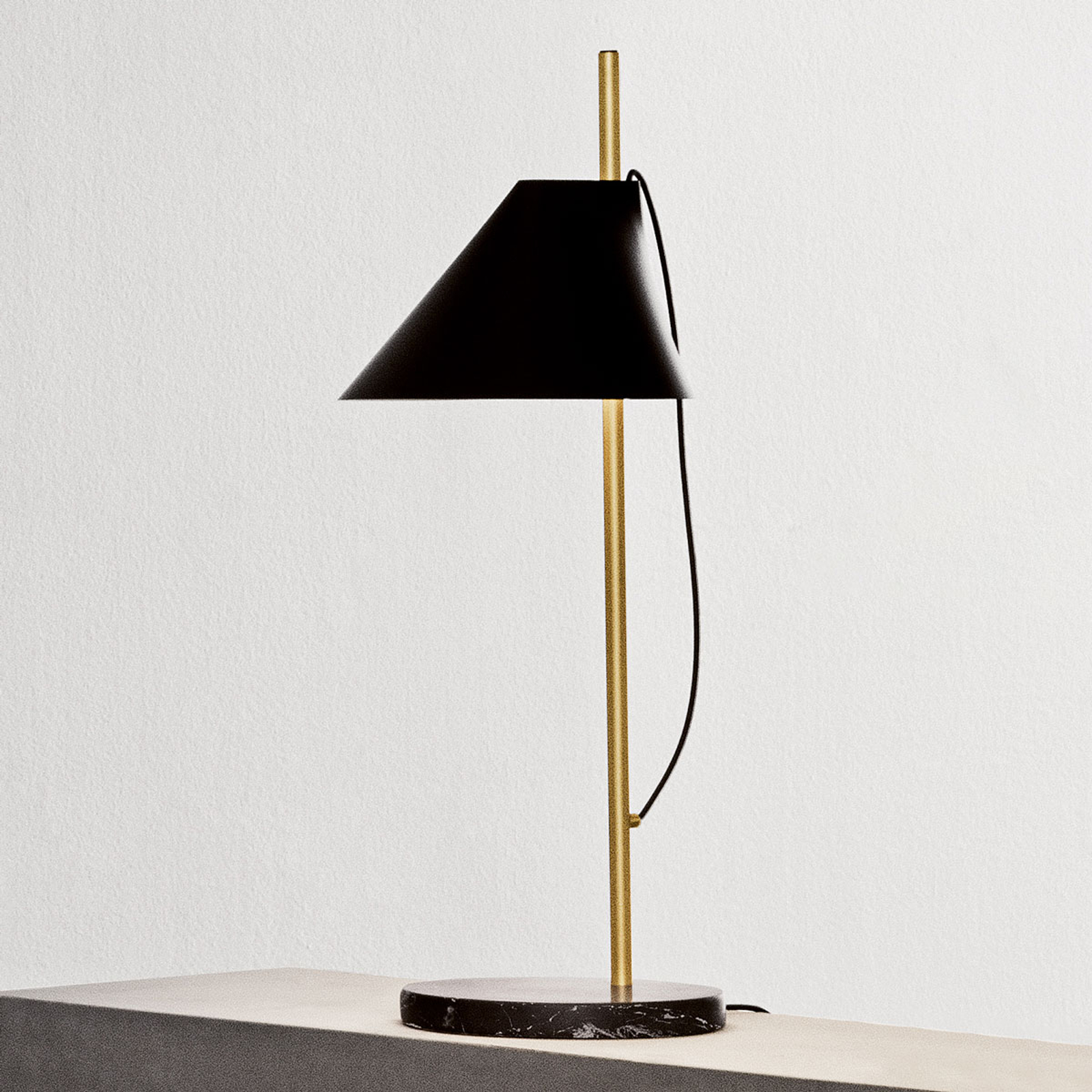 Louis Poulsen marmer-tafellamp Yuh Brass, zwart