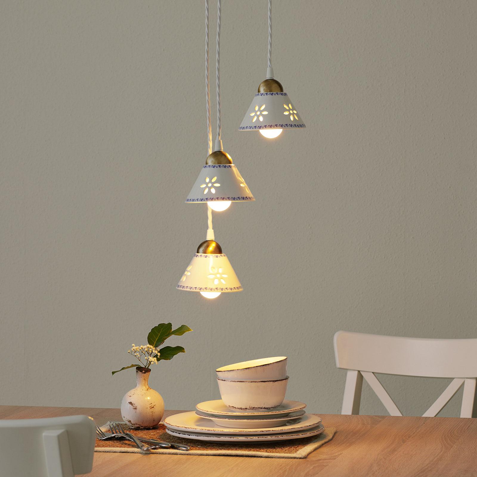NONNA hengelampe i hvit keramikk og med tre lys
