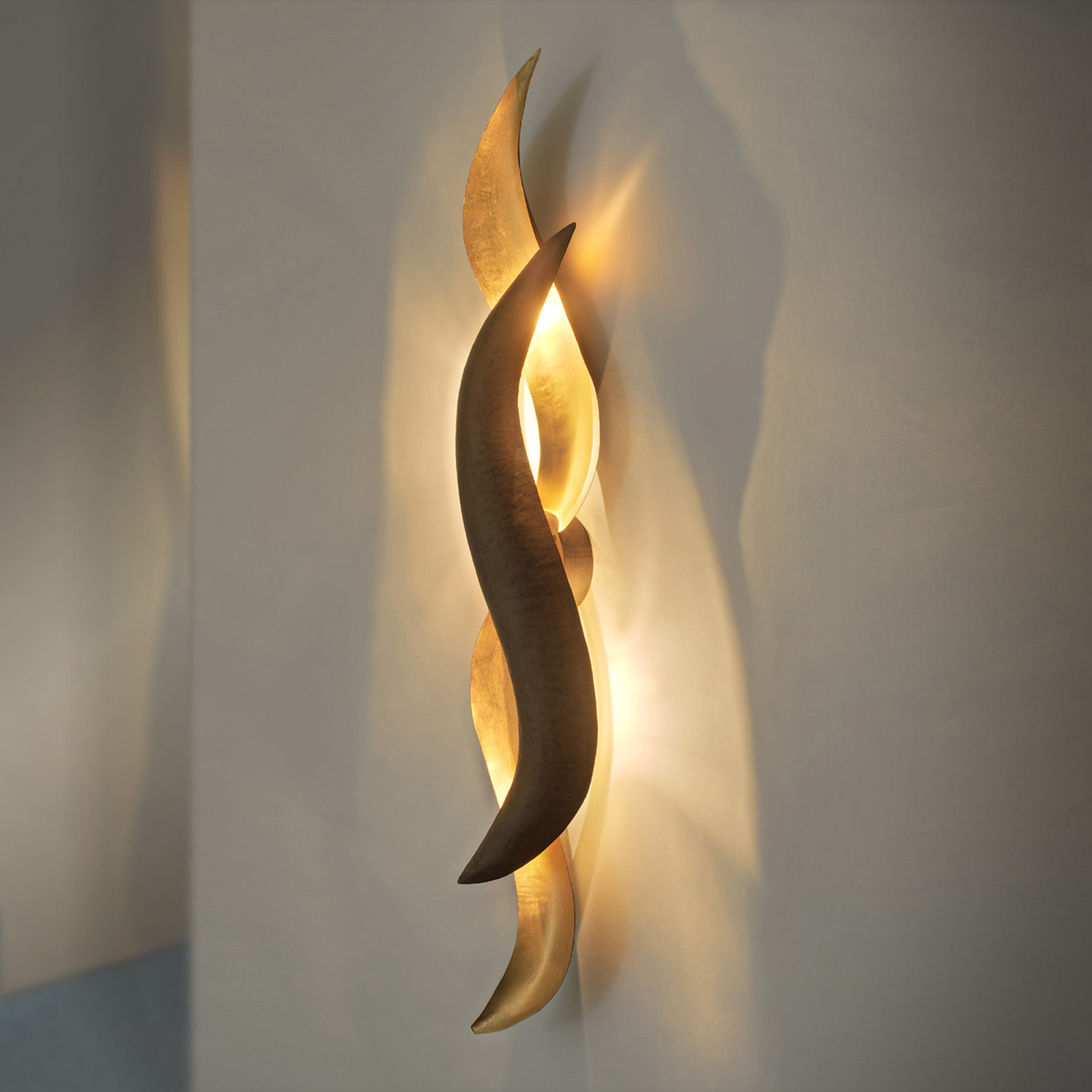Applique LED de designer dorée Corallo
