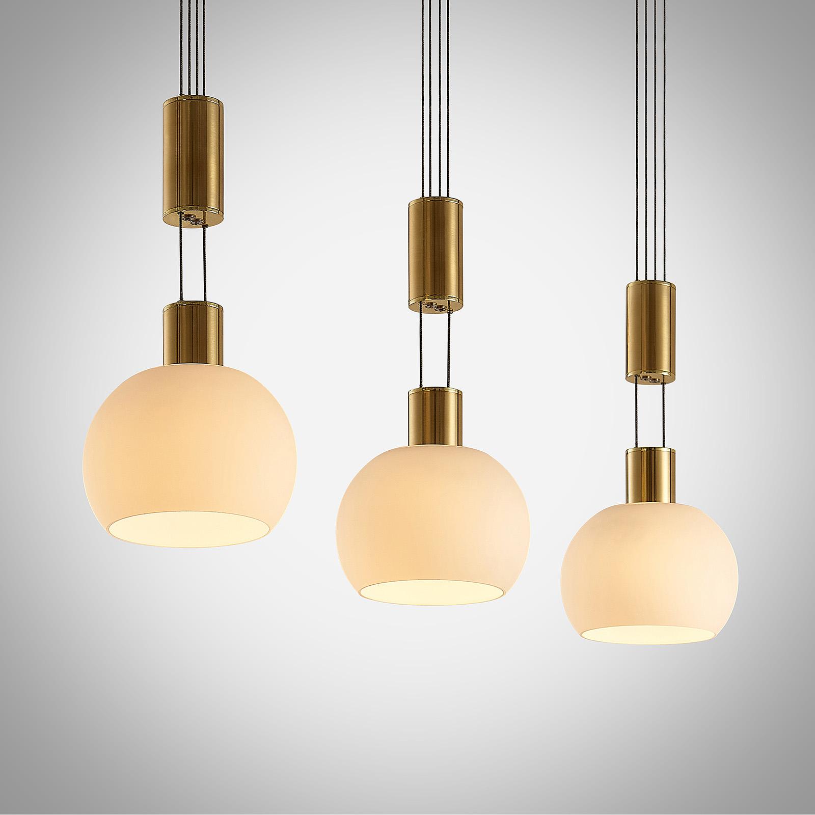 Lindby Aurell lampa wisząca LED 3-pkt., mosiądz
