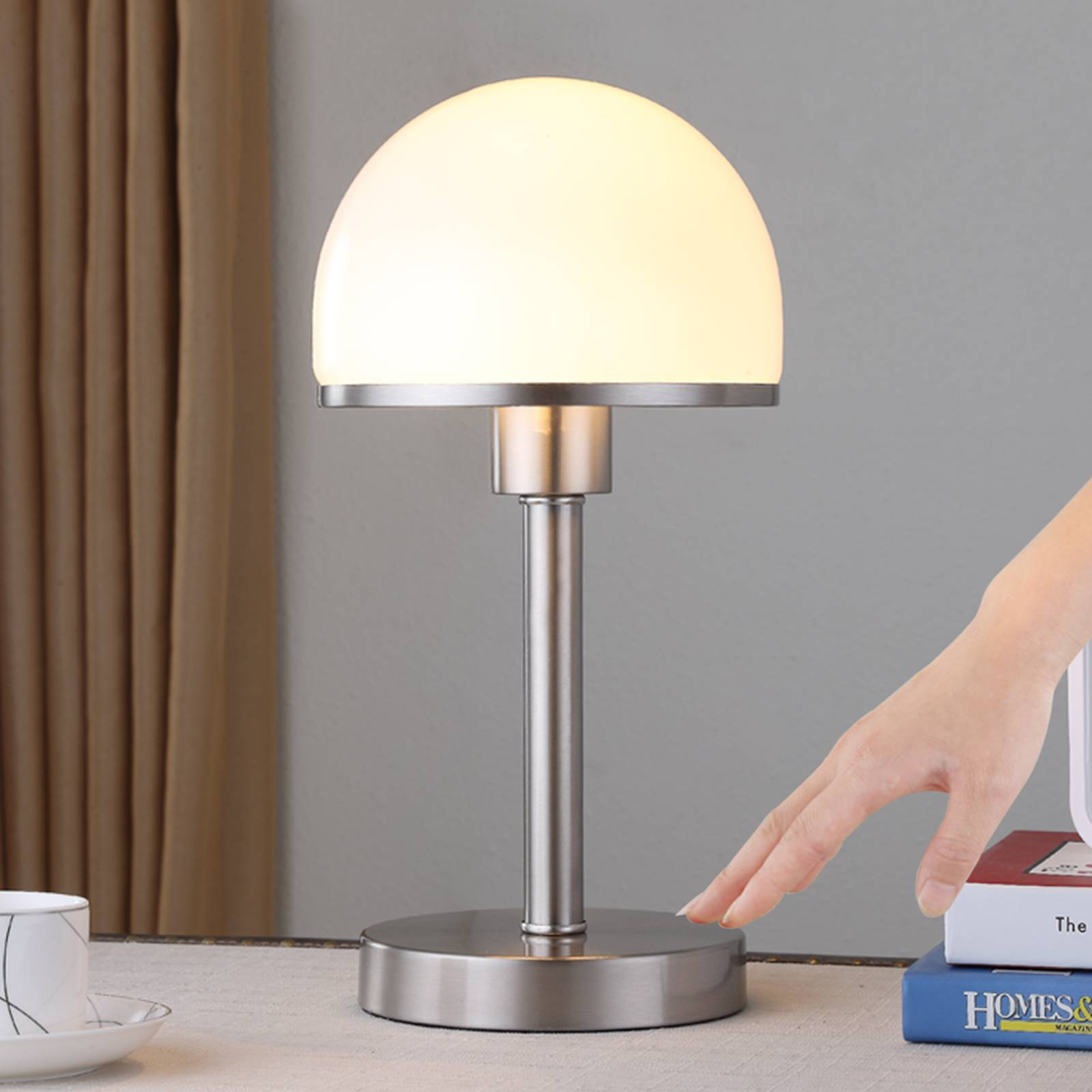 Stijlvolle tafellamp Jolie met glazen kap