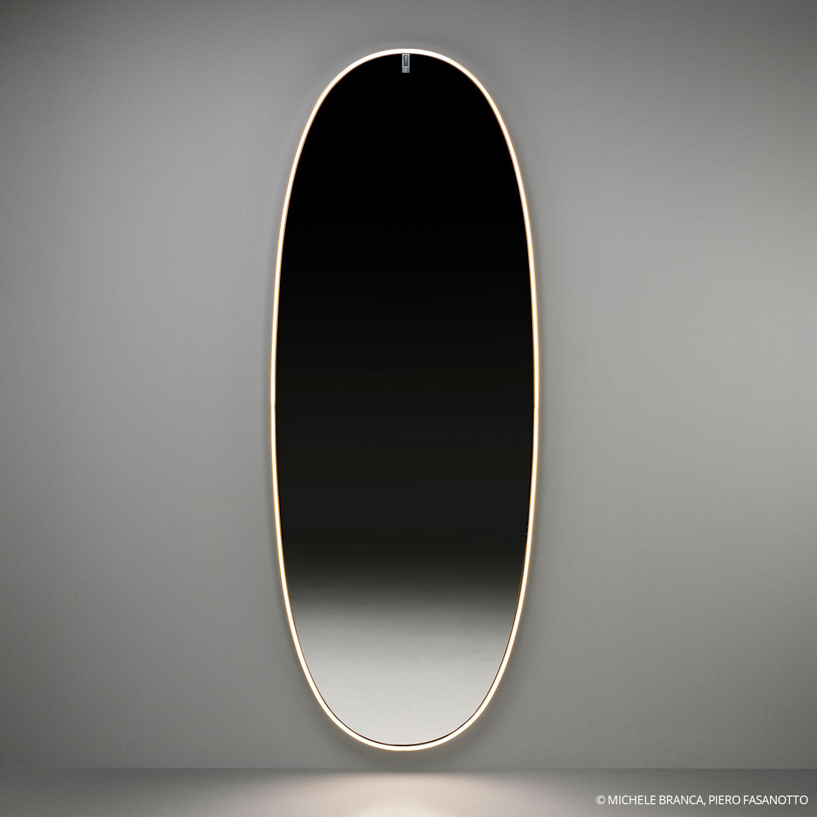 FLOS La Plus Belle espejo pared LED, oro cepillado
