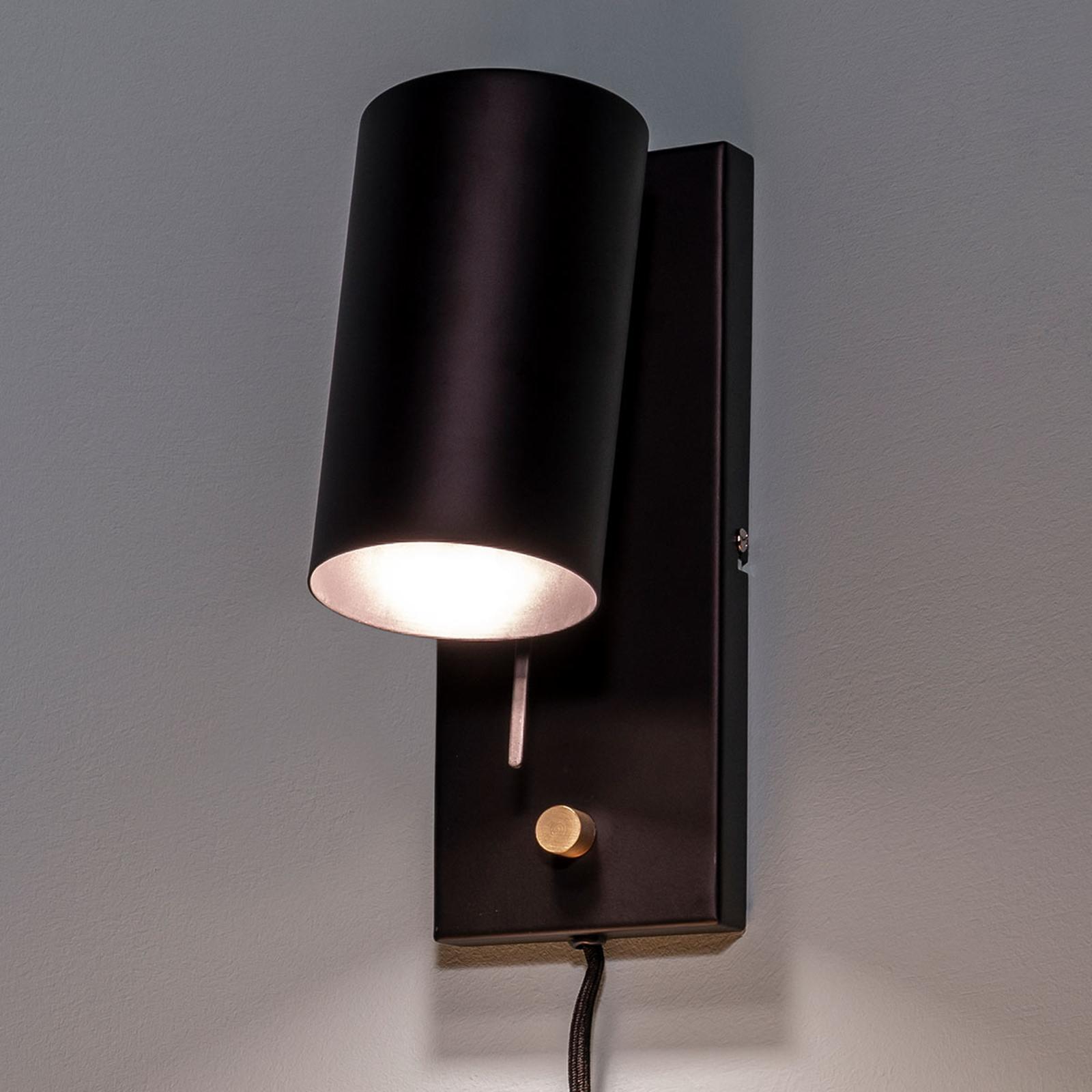 Dæmpbar væglampe Carrie med ledning og stik
