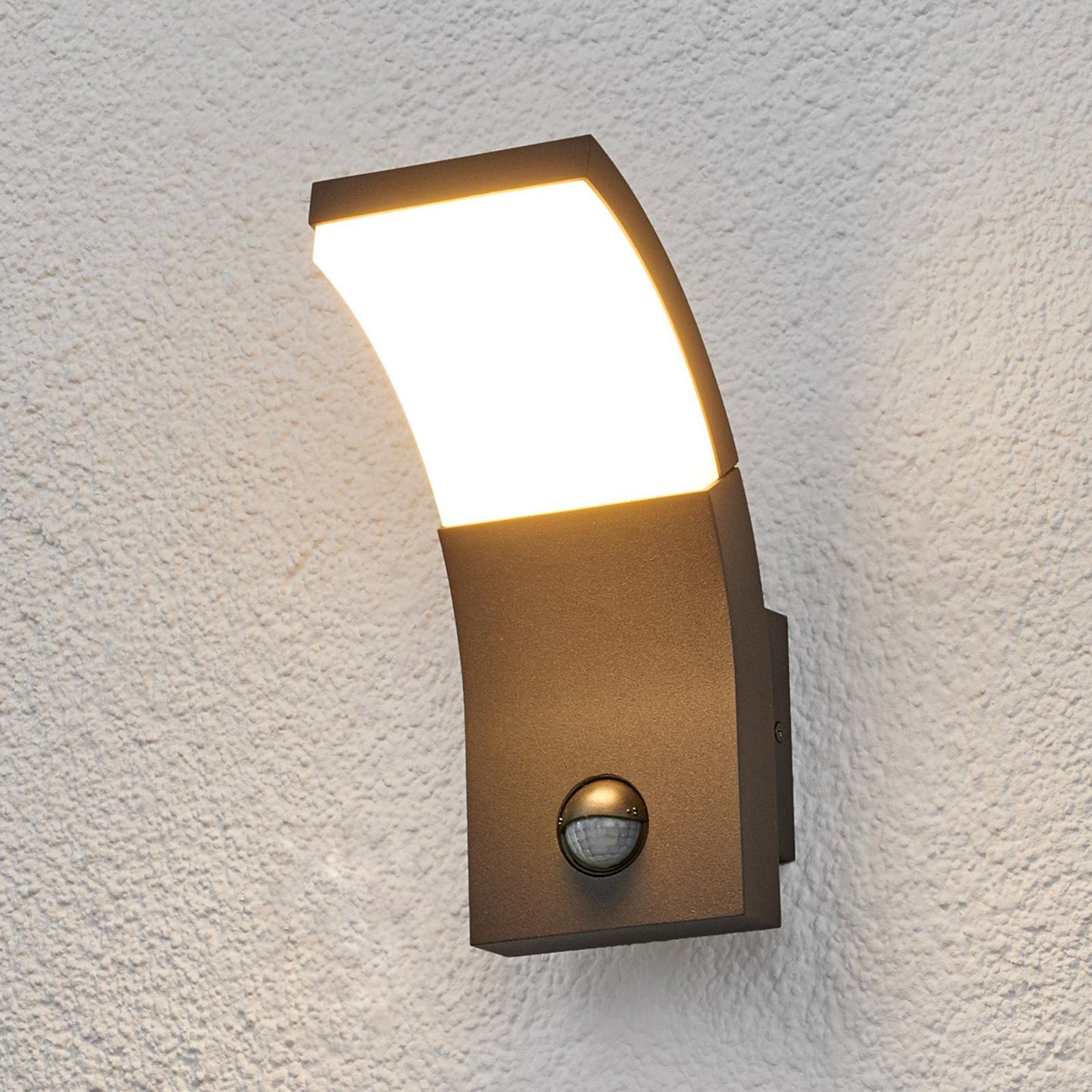 LED-udendørsvæglampen Timm med bevægelsessensor