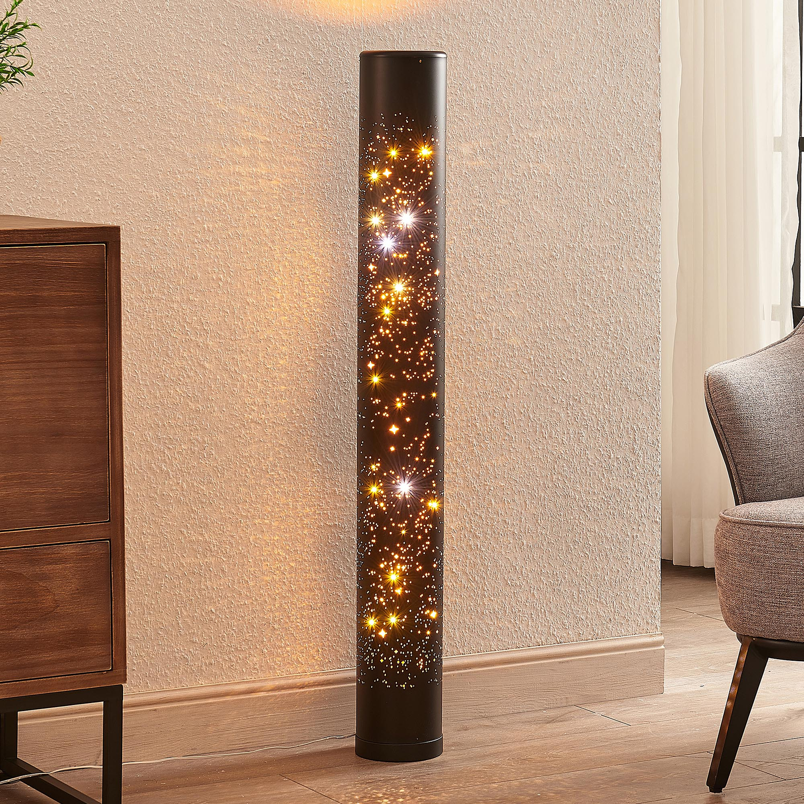 Lindby Lengla LED vloerlamp in zwart