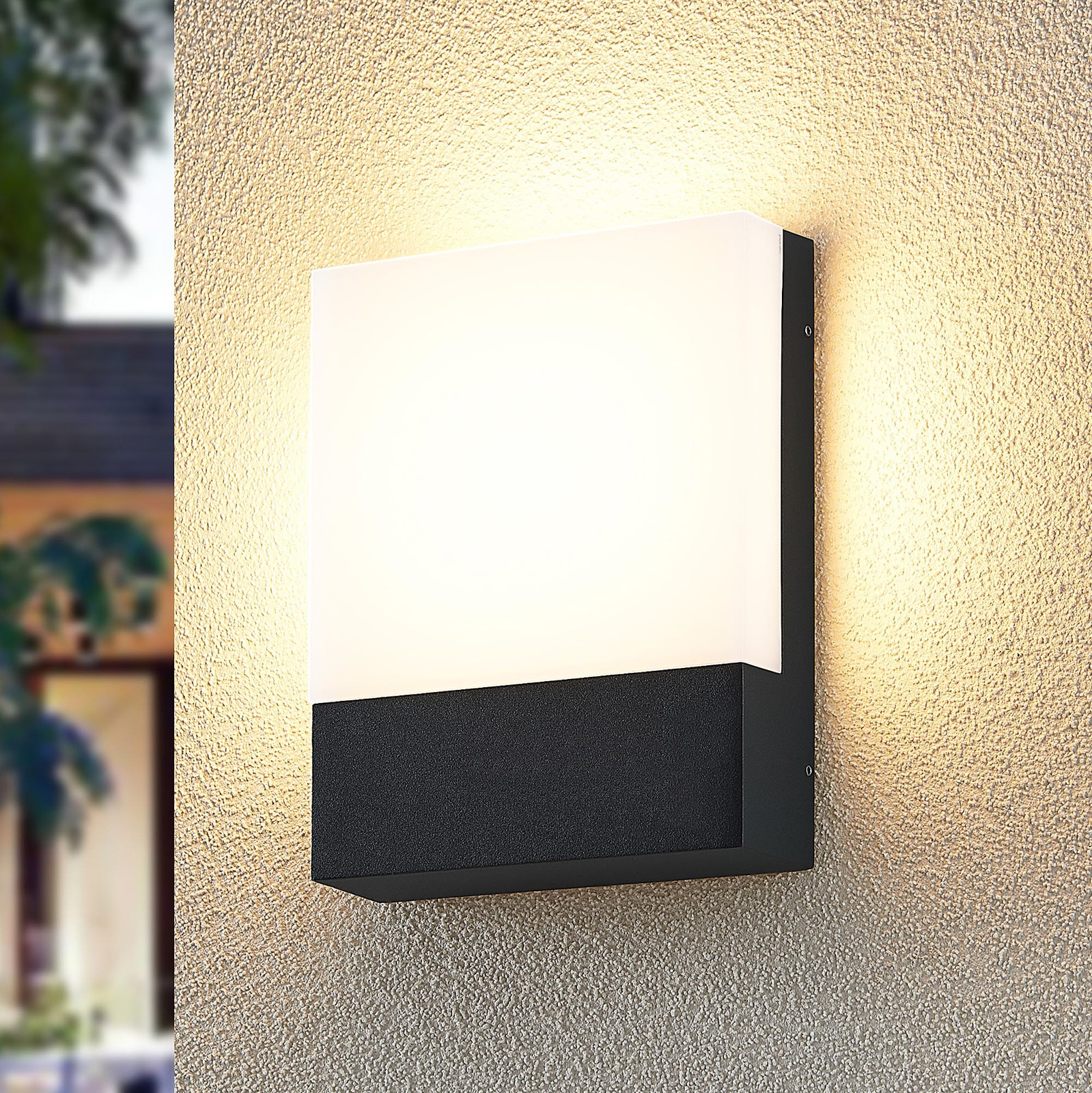Lindby Vanira LED-vegglampe til uteområdet