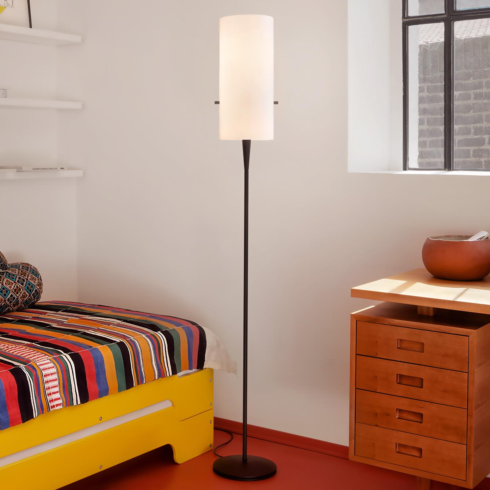 Slank designergulvlampe Club med chintzskjerm