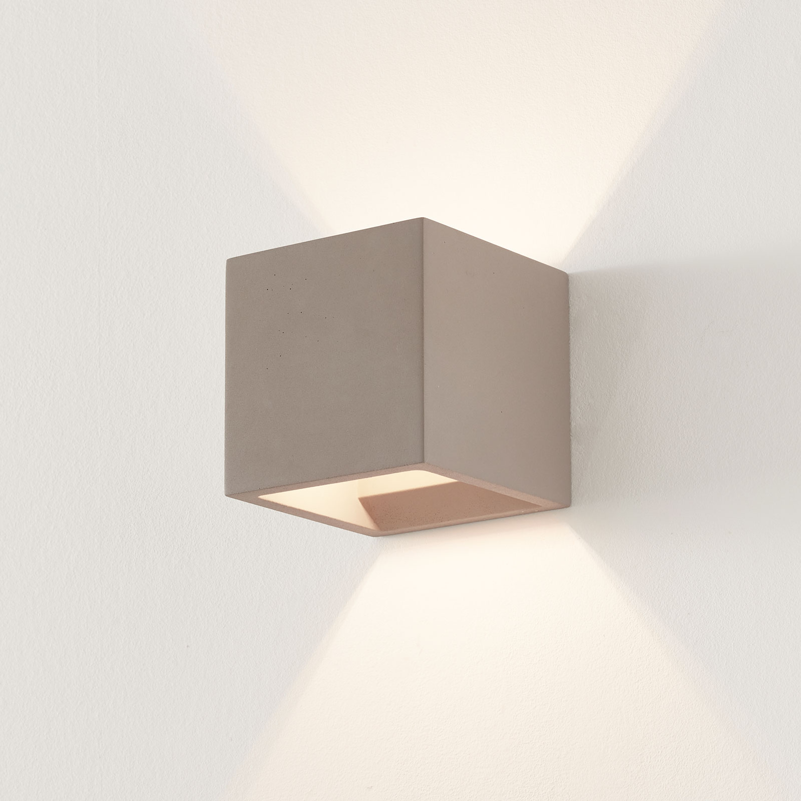 Beton-Wandlampe Jayden in eckiger Form