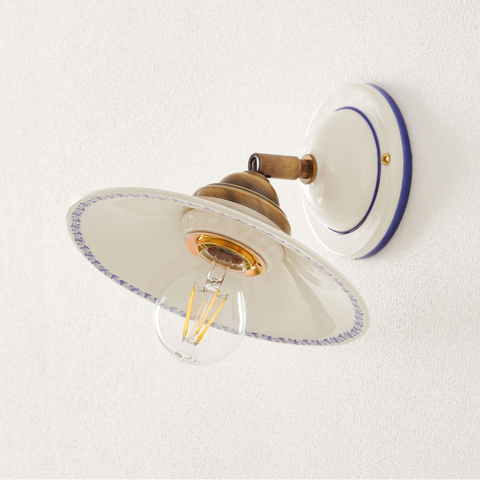 Smuk væglampe IL PUNTI med keramikskærm