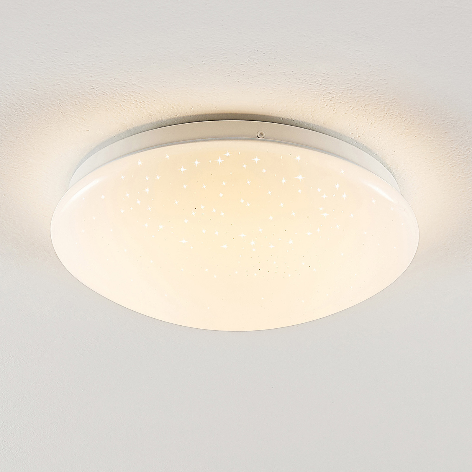 Linby Janosch LED-taklampa med fjärrkontroll