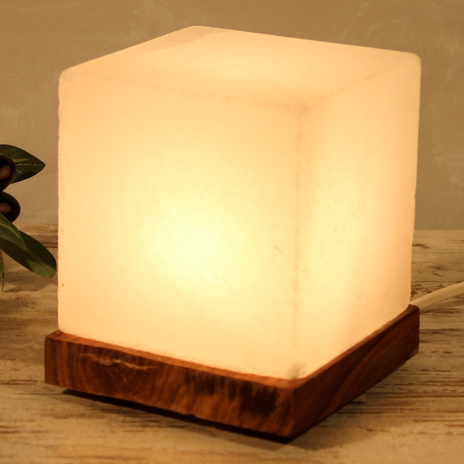 Interesująca lampa stołowa Kubus White Line
