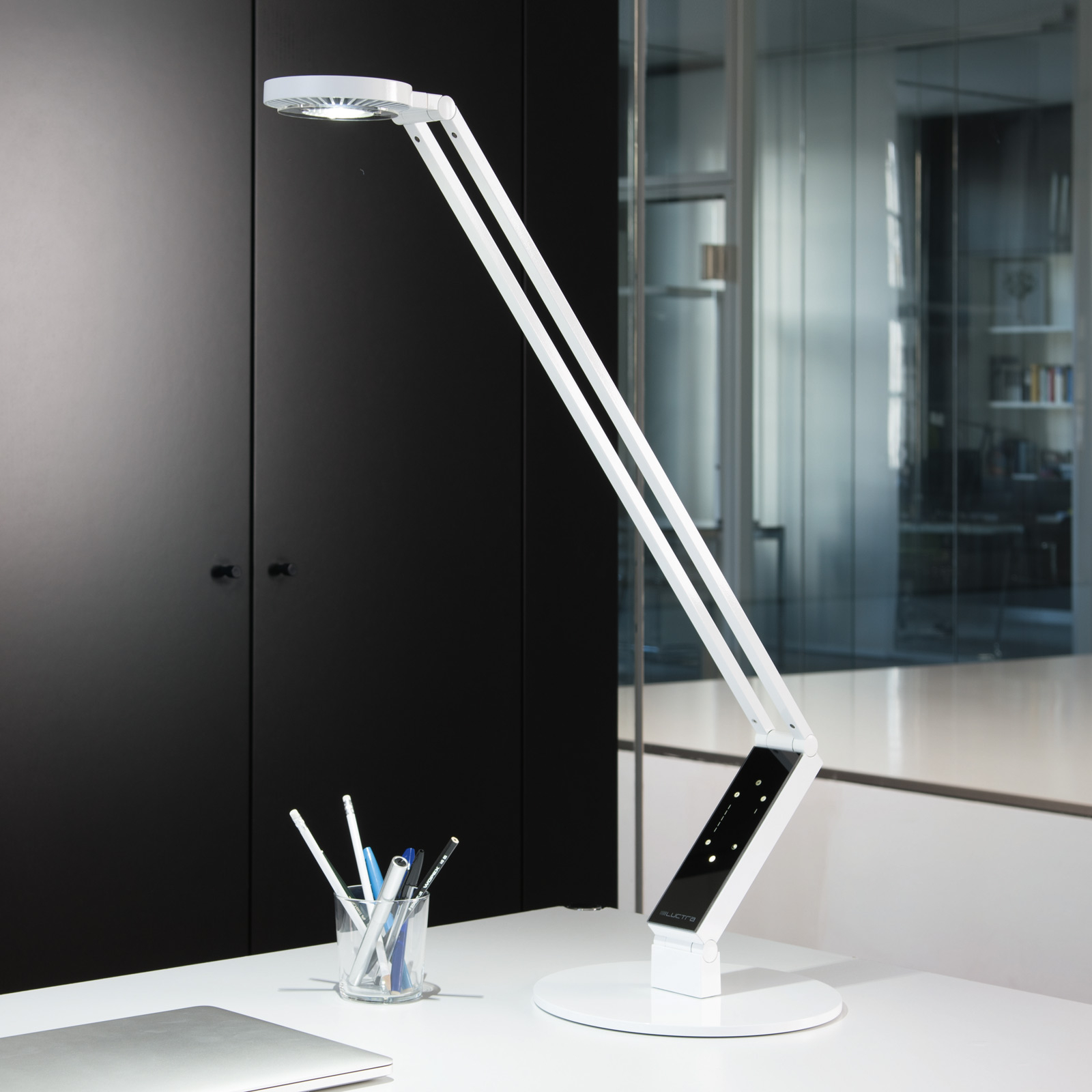 Luctra lampe table LED TableProRadial pied blanche