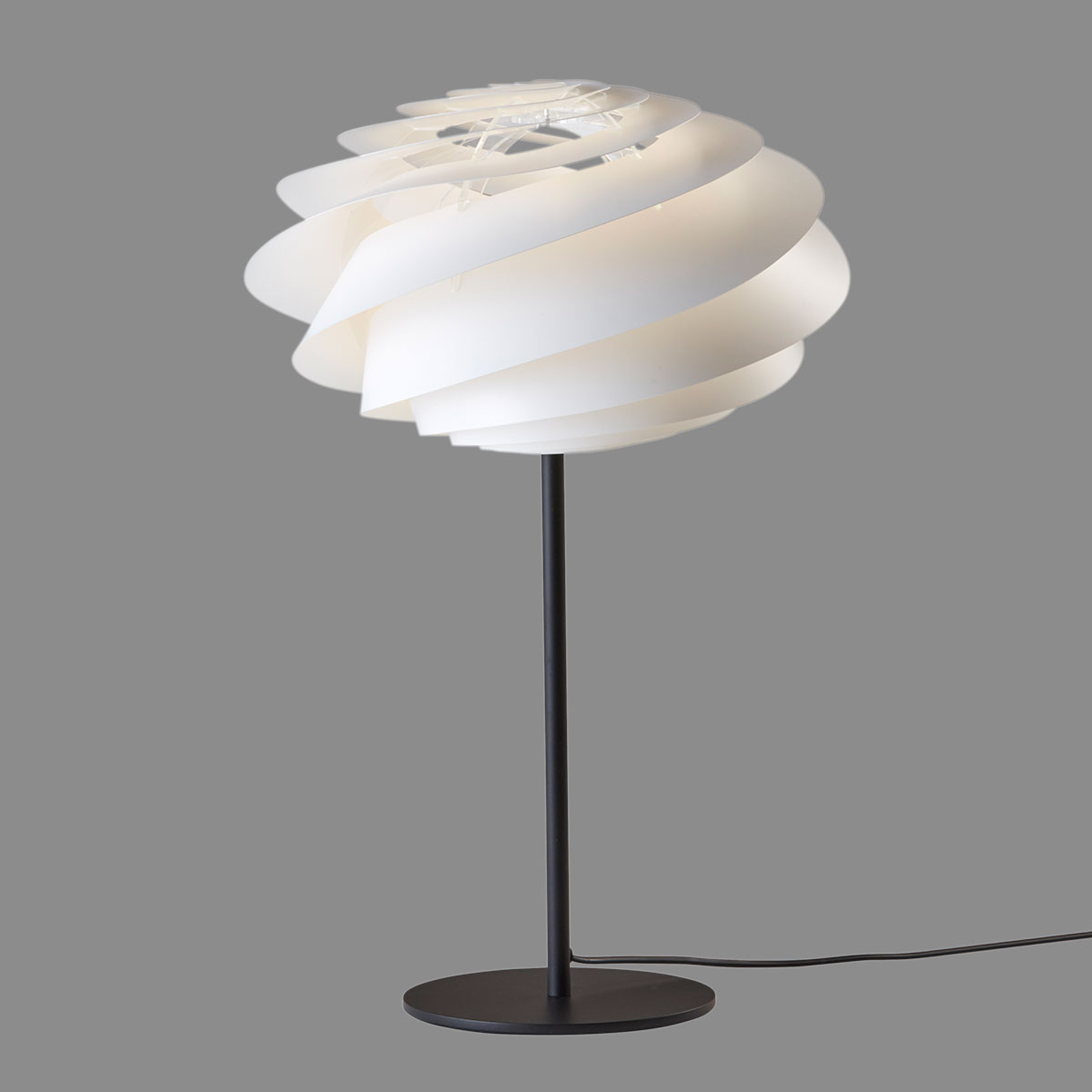 LE KLINT Swirl - weiße Designer-Tischleuchte