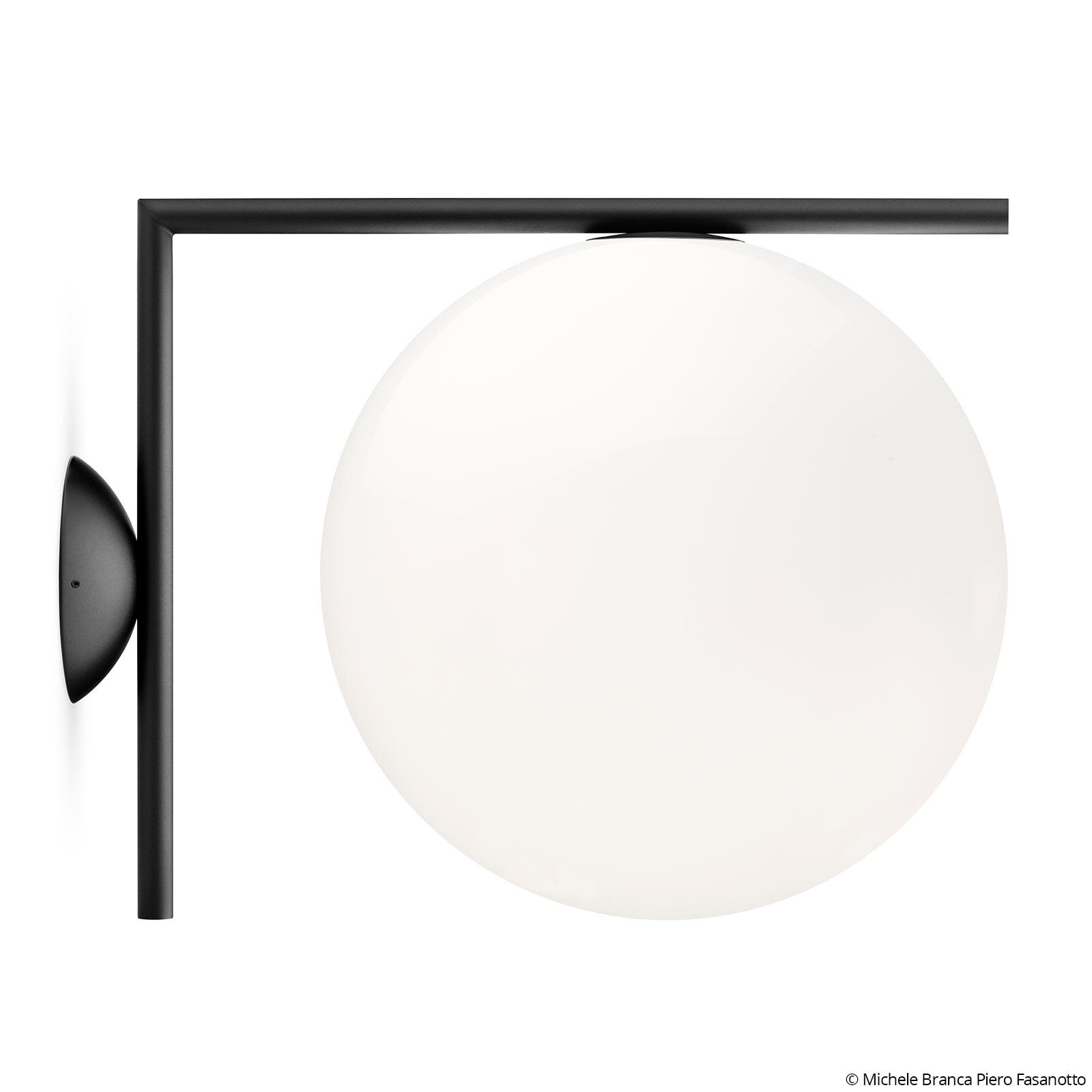 FLOS IC C/W2 -seinävalaisin, musta Ø 30 cm