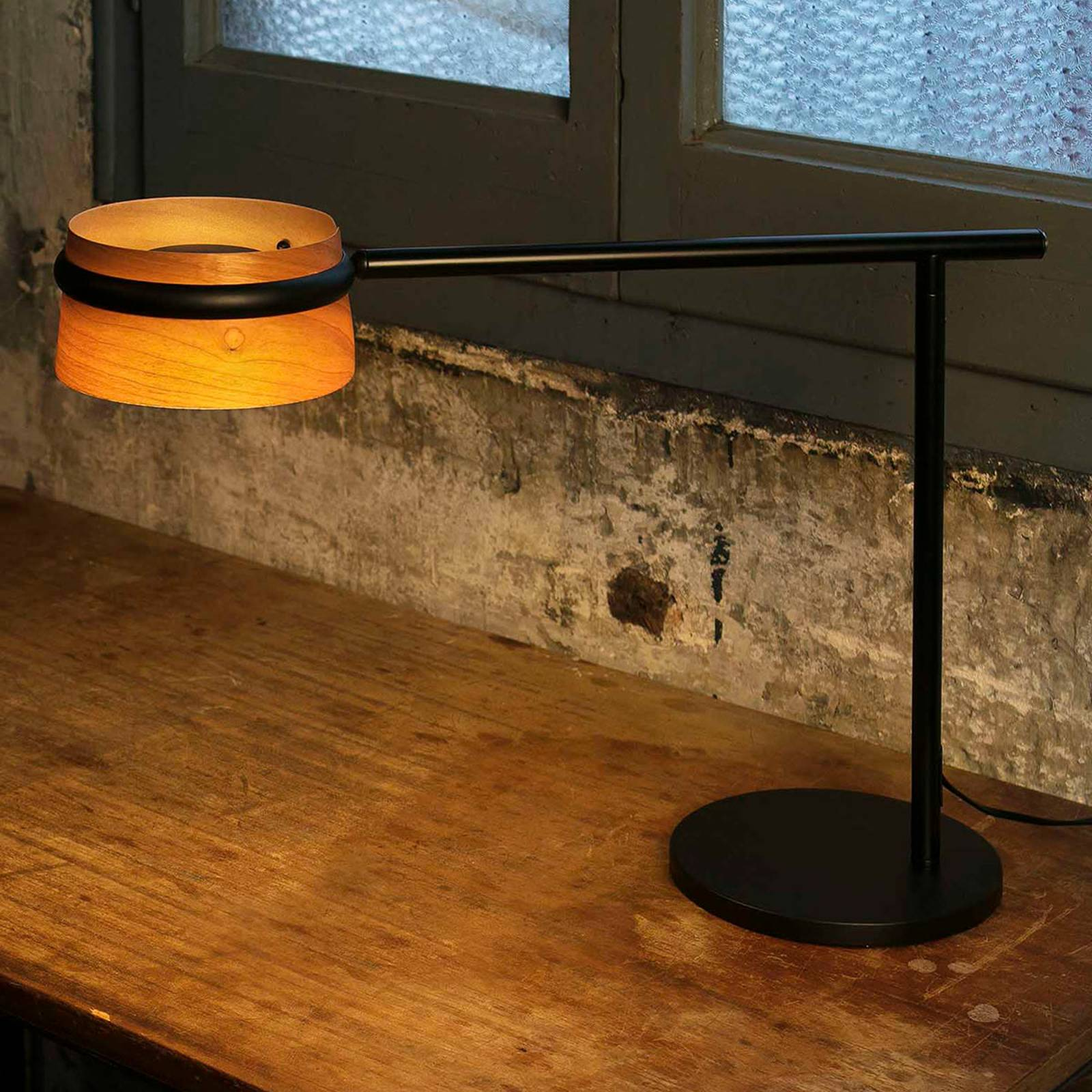 Dimbare LED tafellamp Loop met houten-kap