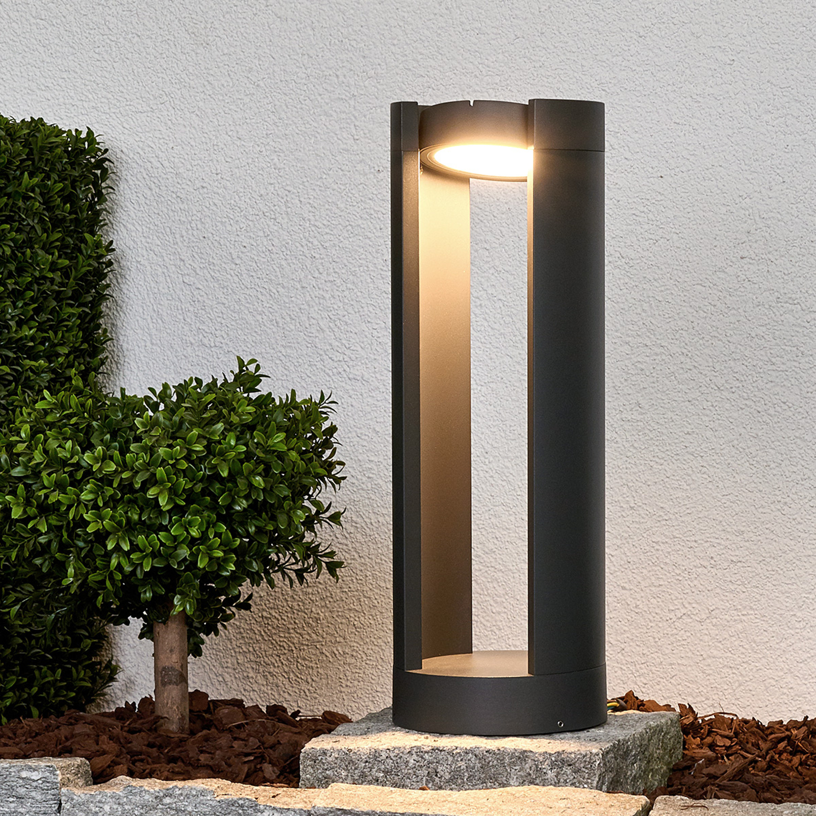 Justerbar sokkellampe Dylen med LED-lys