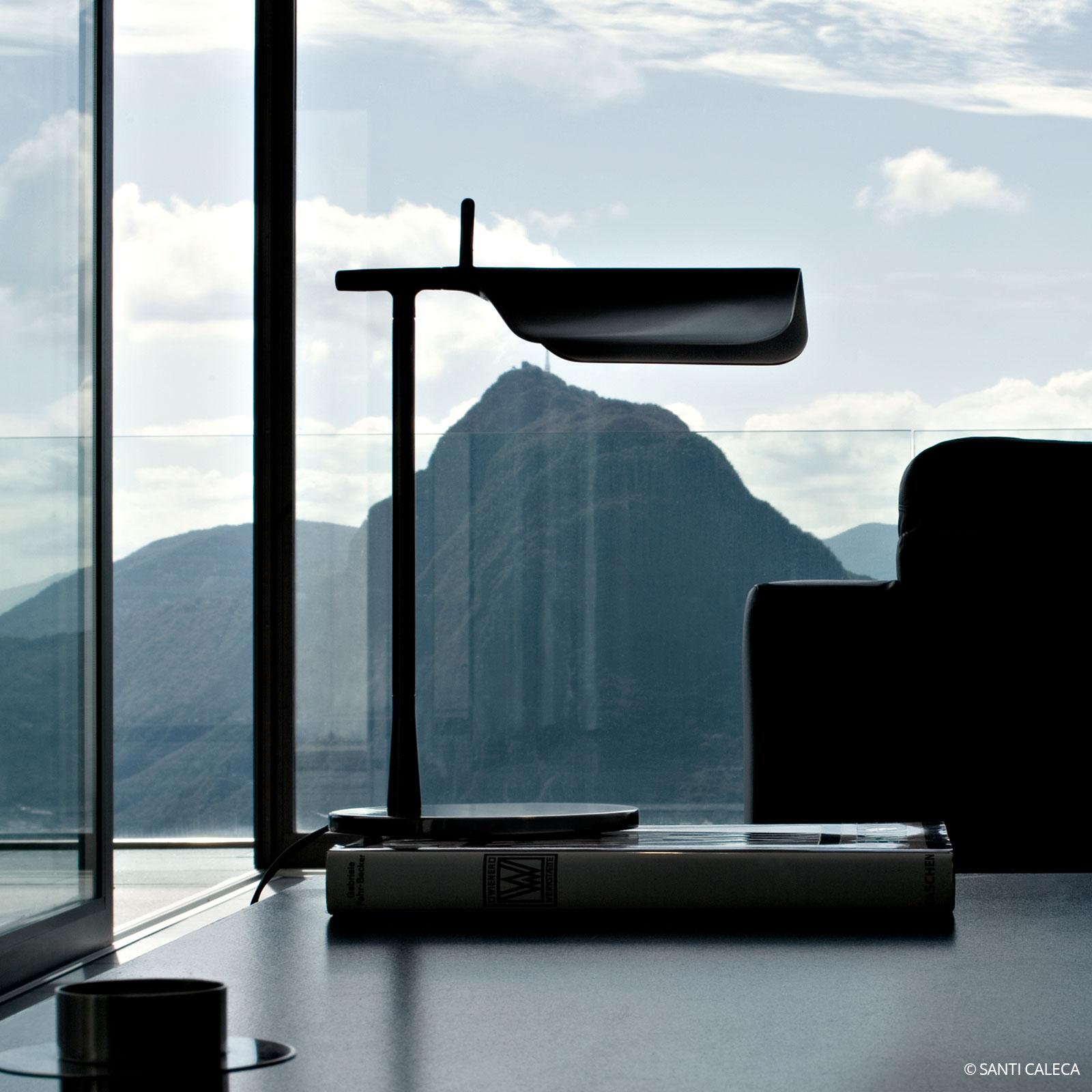 LED-bordslampa TAB T i svart