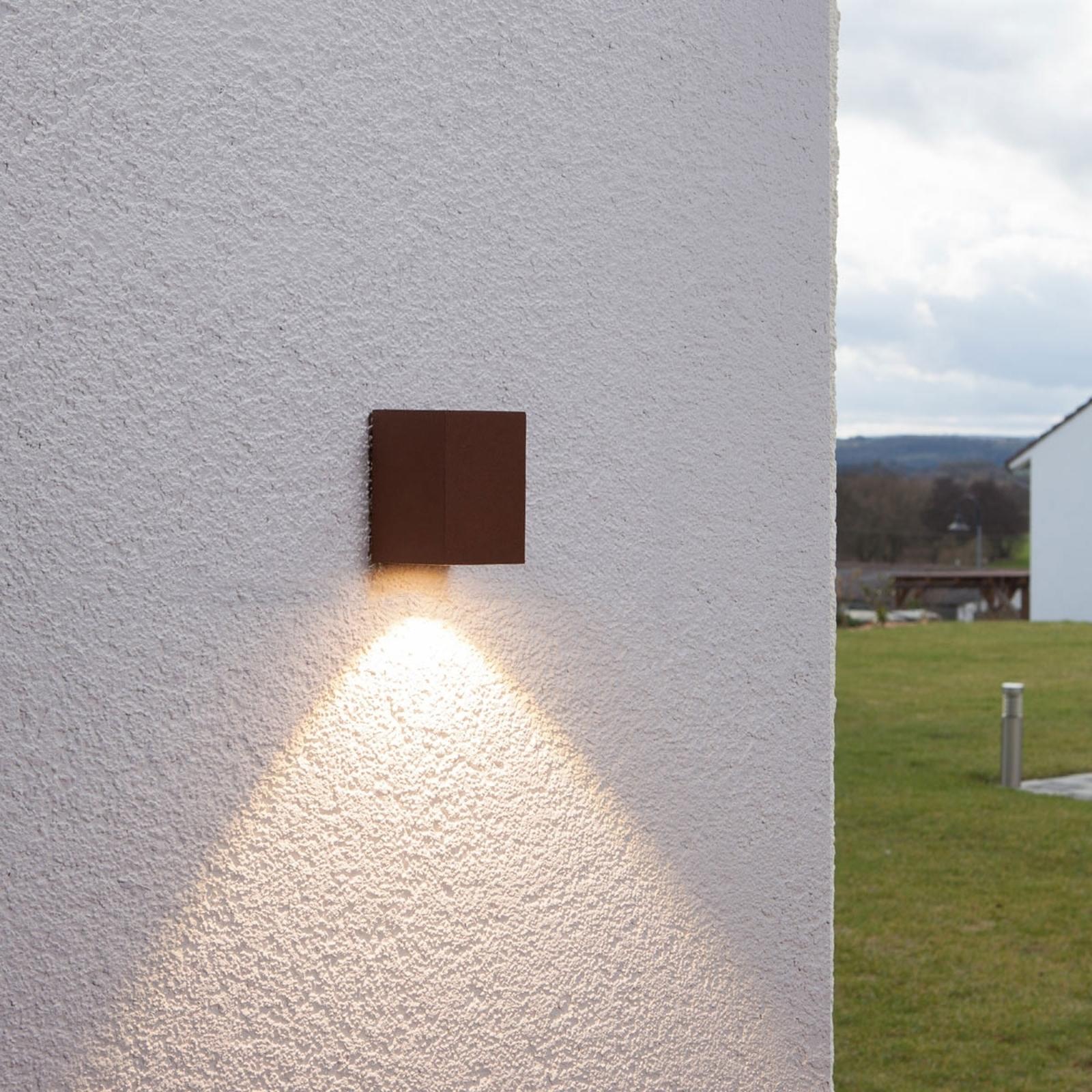 Rostbrun LED-utomhusvägglampa Tavi, höjd 9,5 cm