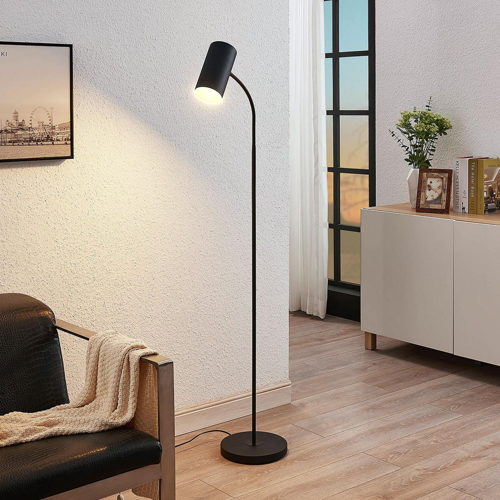 Stojací lampa Karoli s flexibilním ramenem v černé