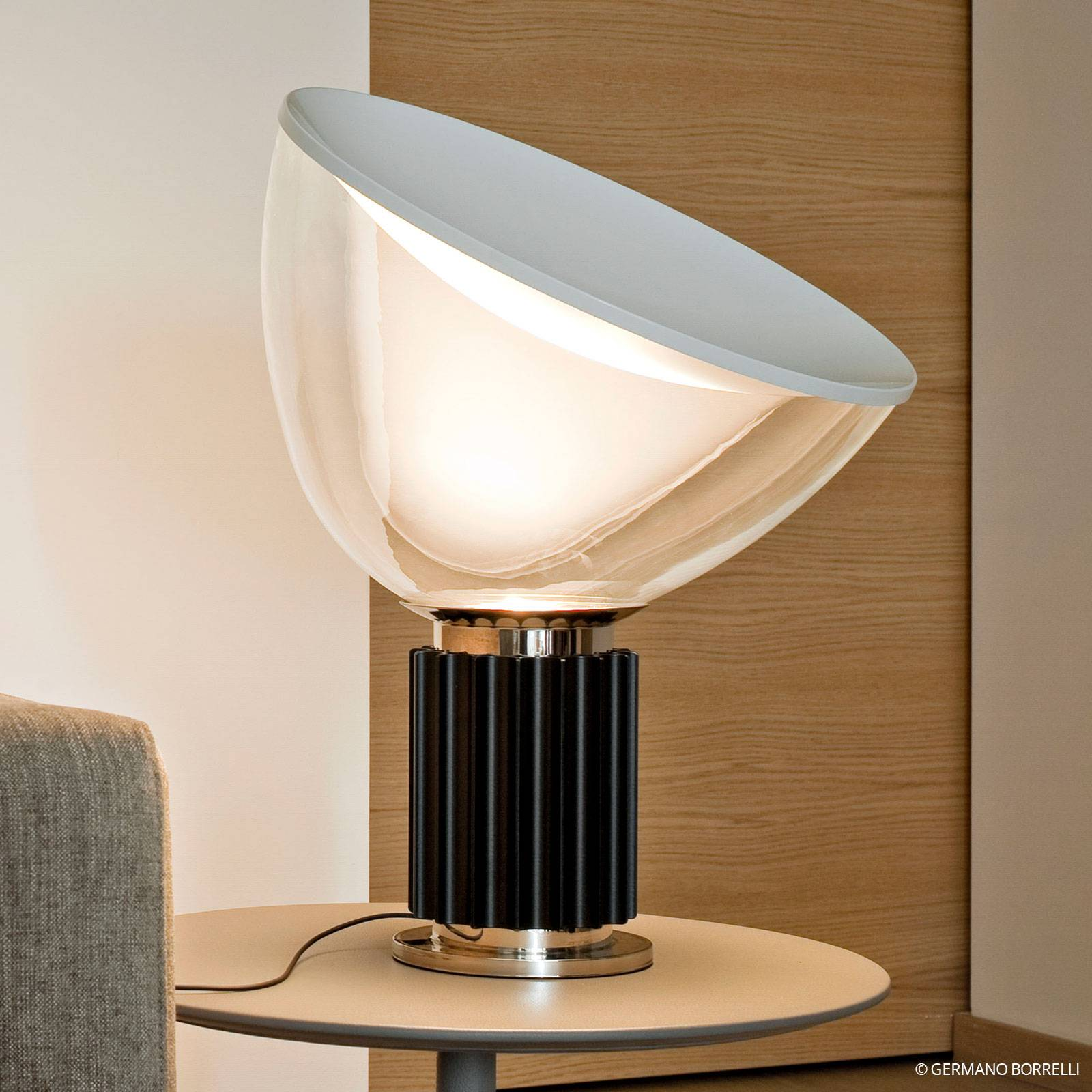 FLOS Taccia small - LED-Tischleuchte, schwarz