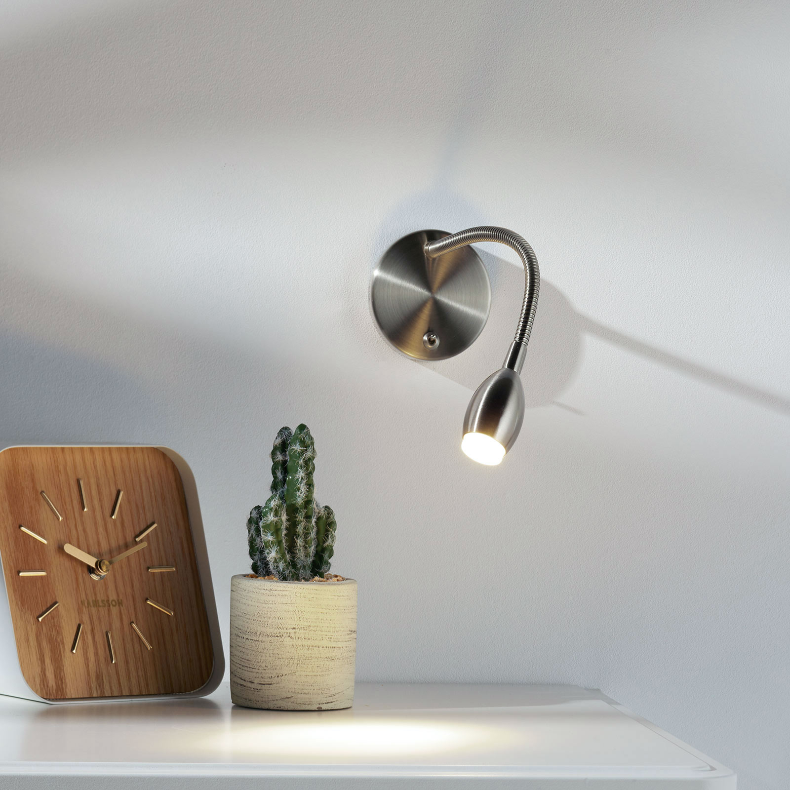 Nikkelfarget MARTA LED-vegglampe med fleksibel arm