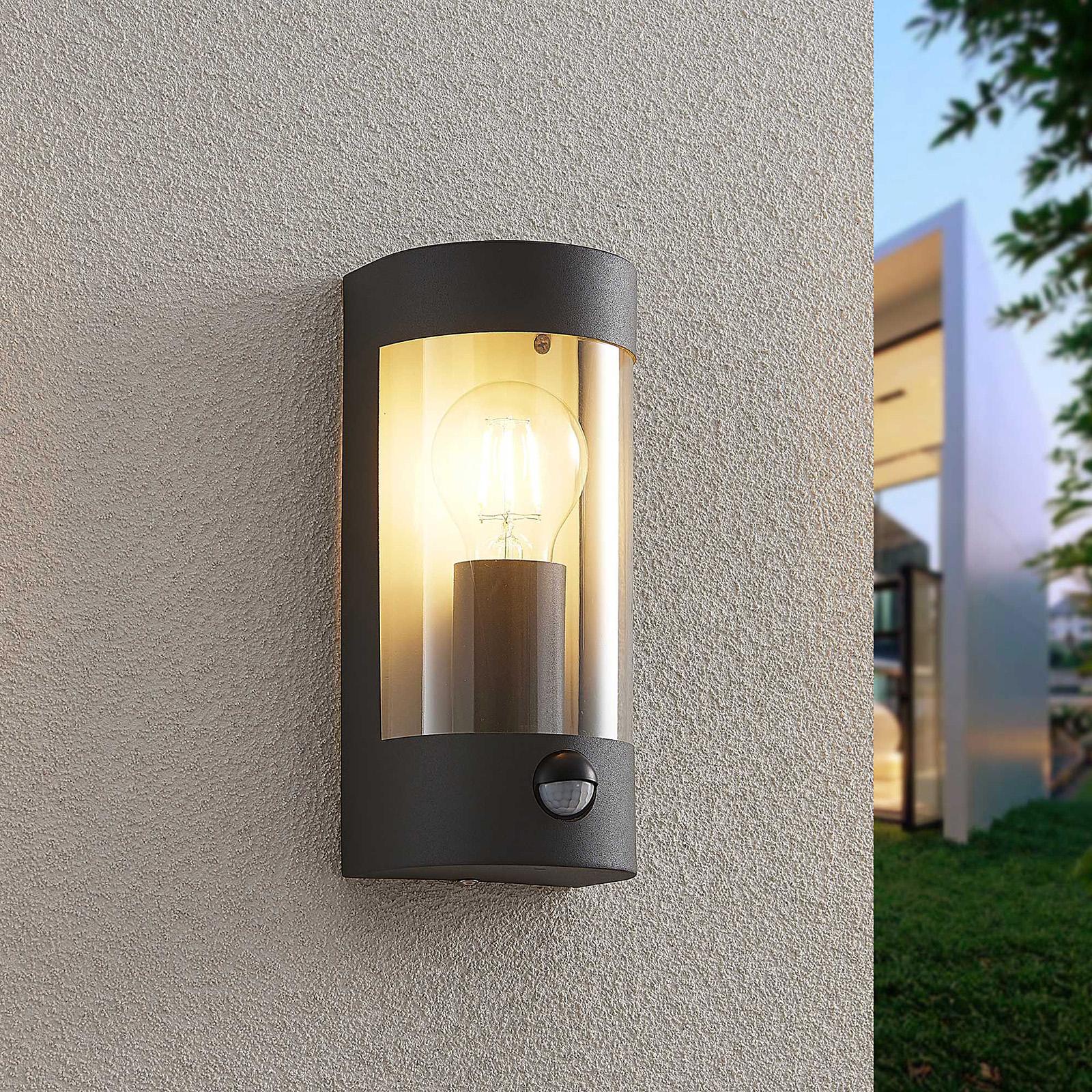 Lindby Junias Außenwandlampe mit Bewegungsmelder