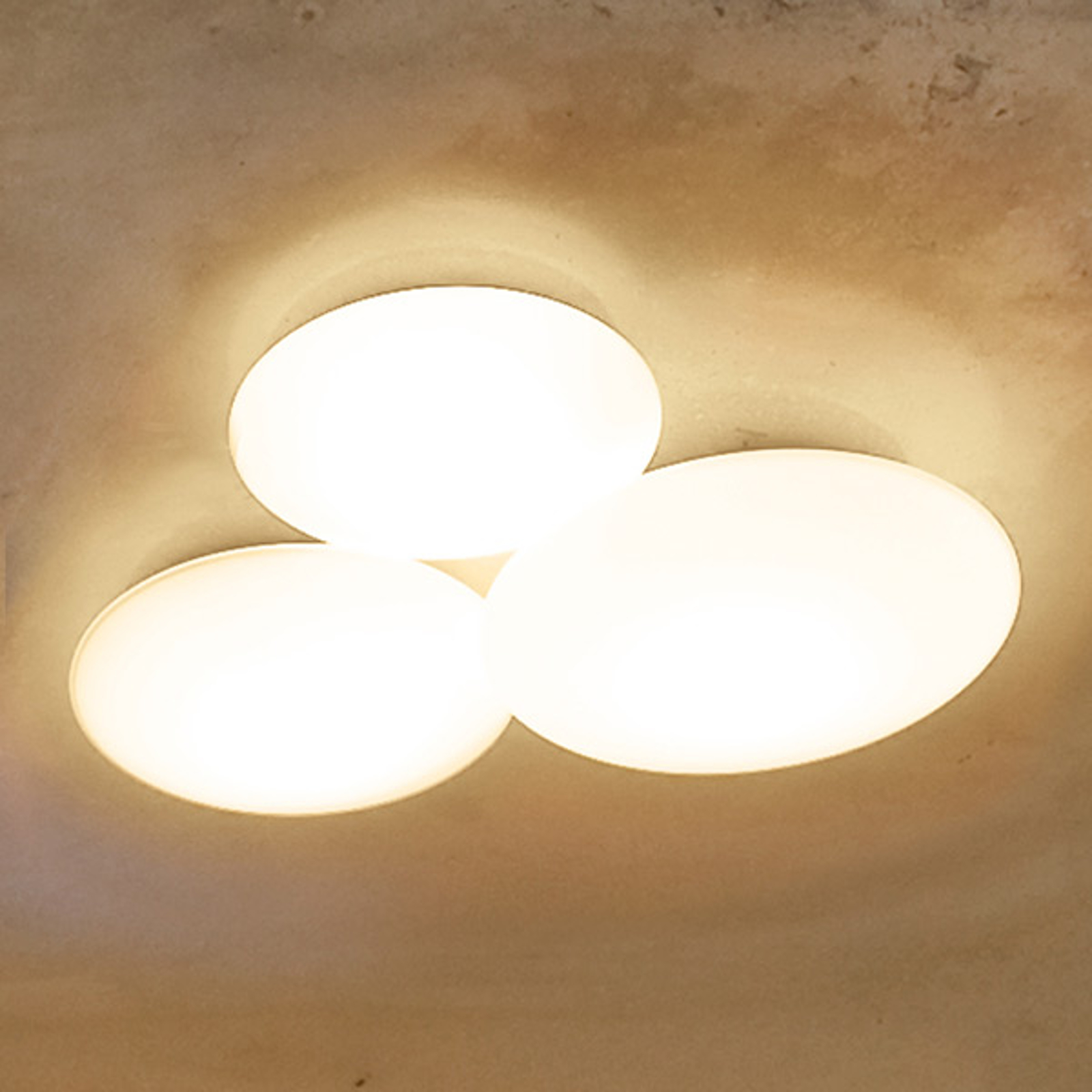 Puck taklampe med 3 lyskilder