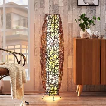 Nias - baňatá stojací lampa z ratanu a textilie