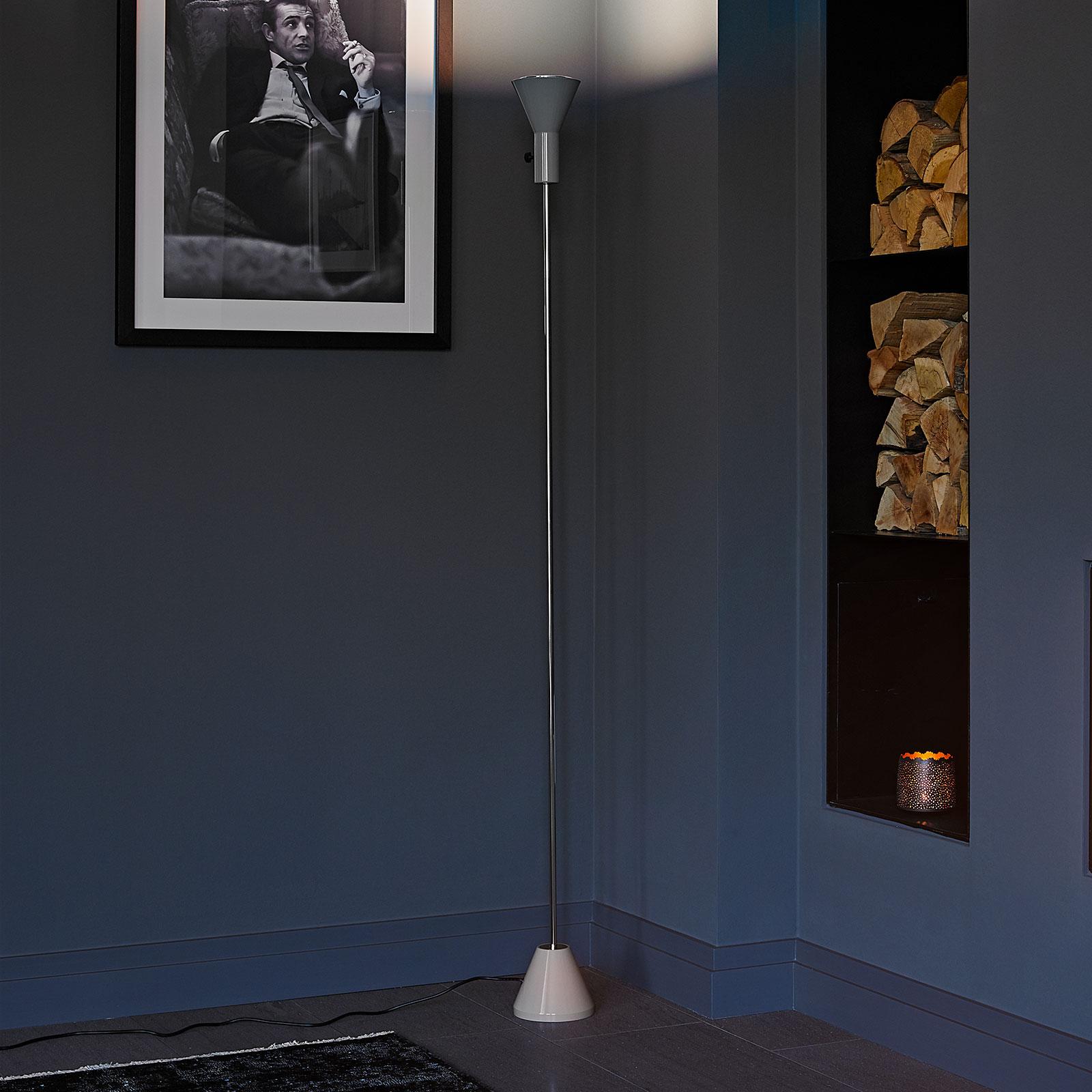 LED-golvlampan Gru med integrerad dimmer