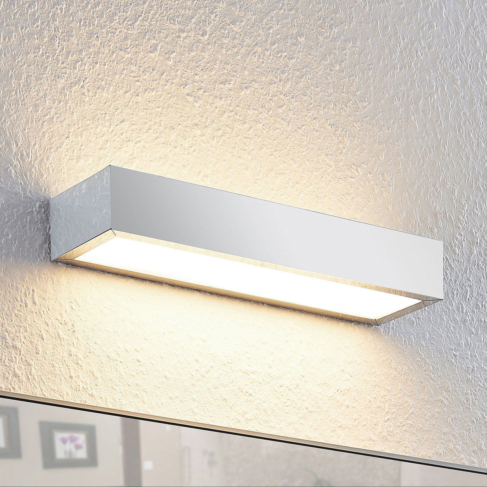 Lindby Layan LED-Bad-Wandleuchte, chrom, 30 cm