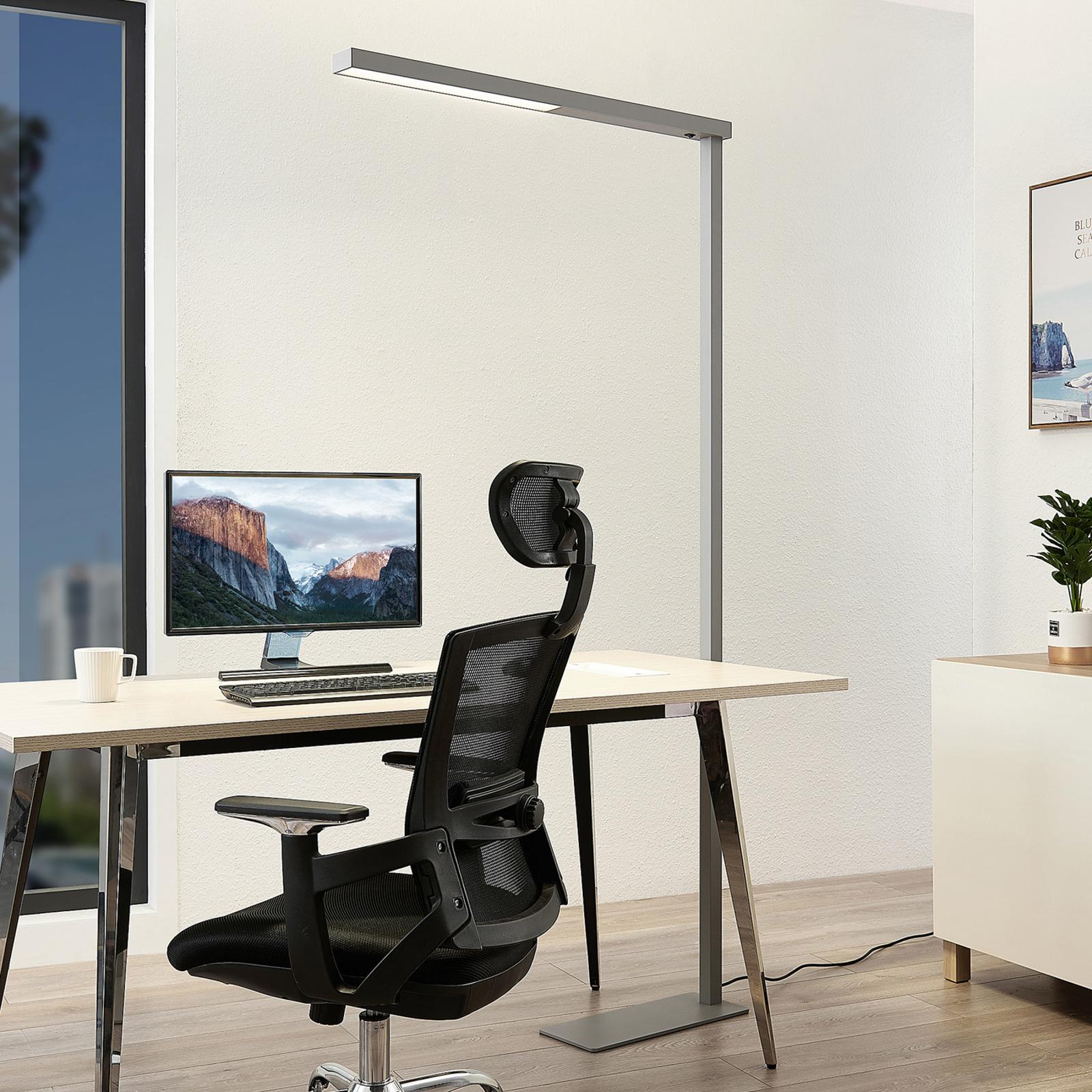 Tamilo – srebrna biurowa lampa stojąca z LED