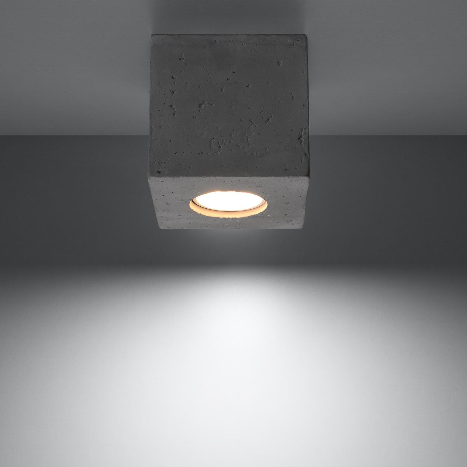 Lampa sufitowa Ara jako kostka z betonu