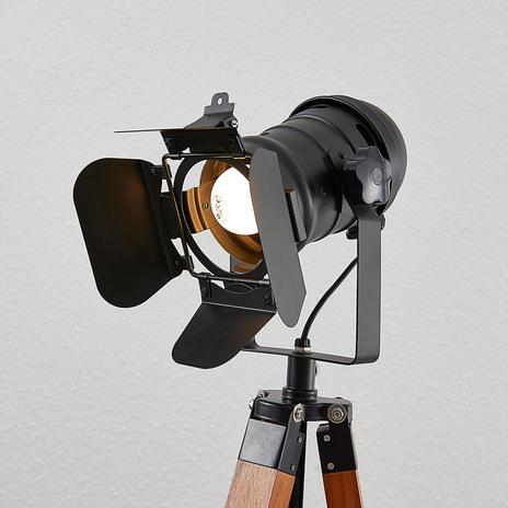 Drewniana lampa stojąca Hilma z trójnożną podstawą