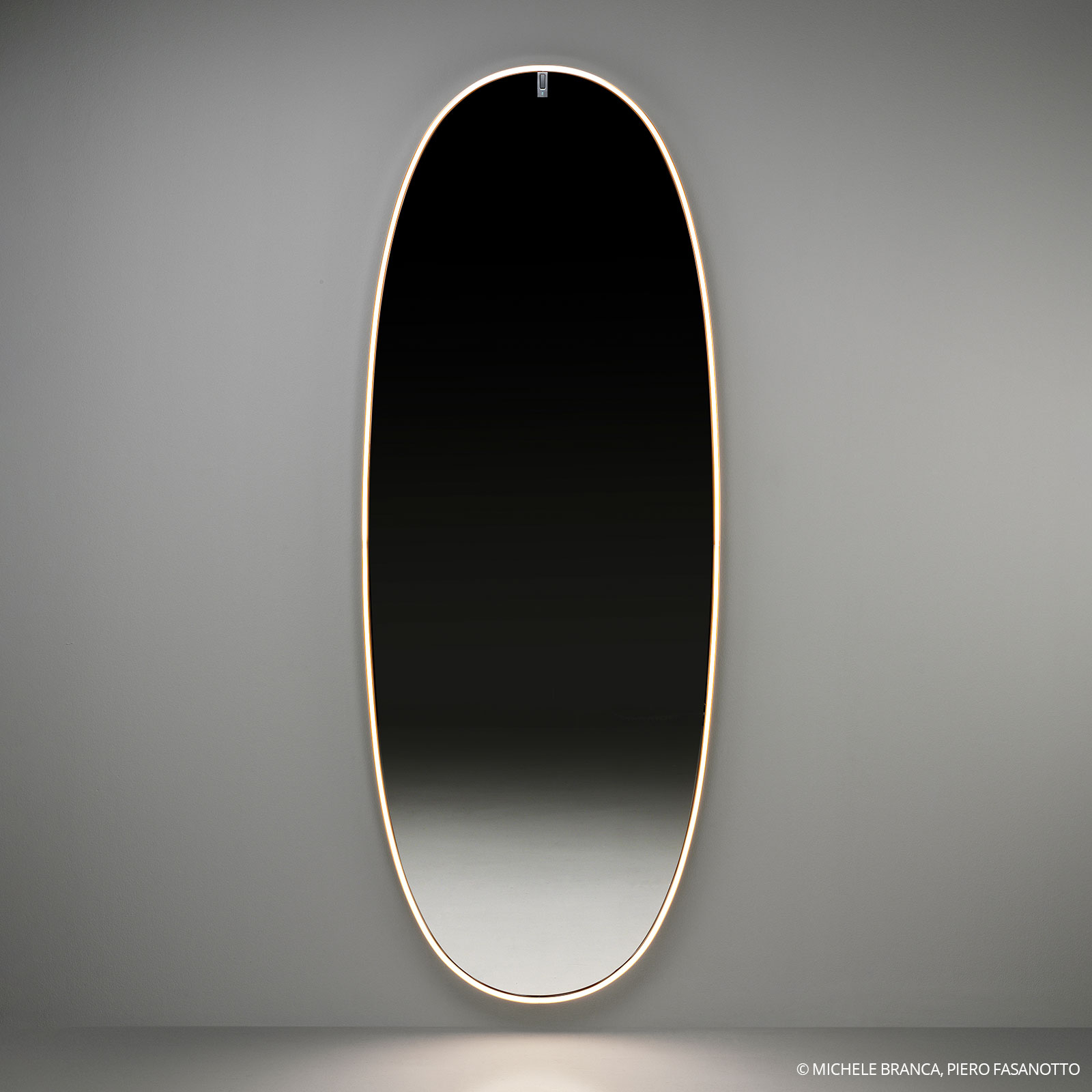 FLOS La Plus Belle LED-vægspejl, poleret bronze