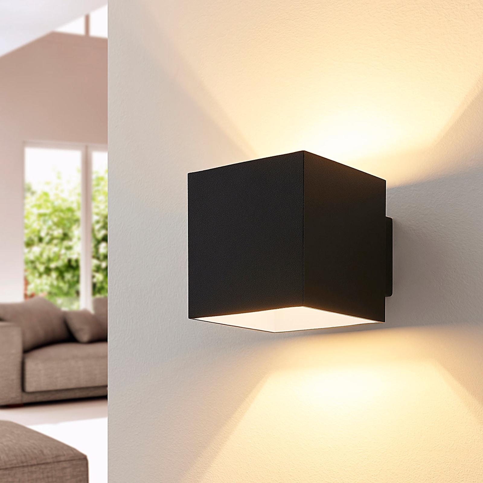 Zwarte LED wandlamp Rocco, kubusvormig