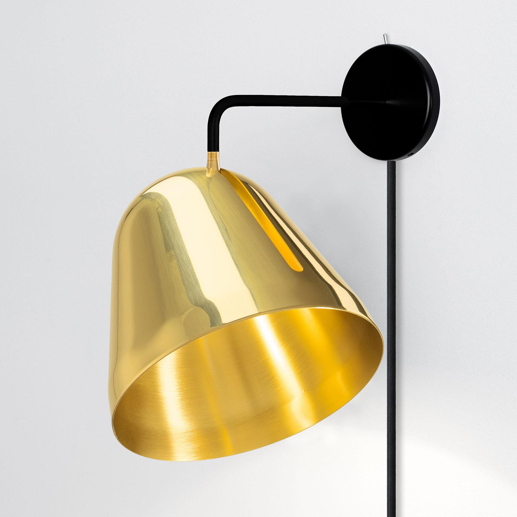 Nyta Tilt Wall Brass applique con spina