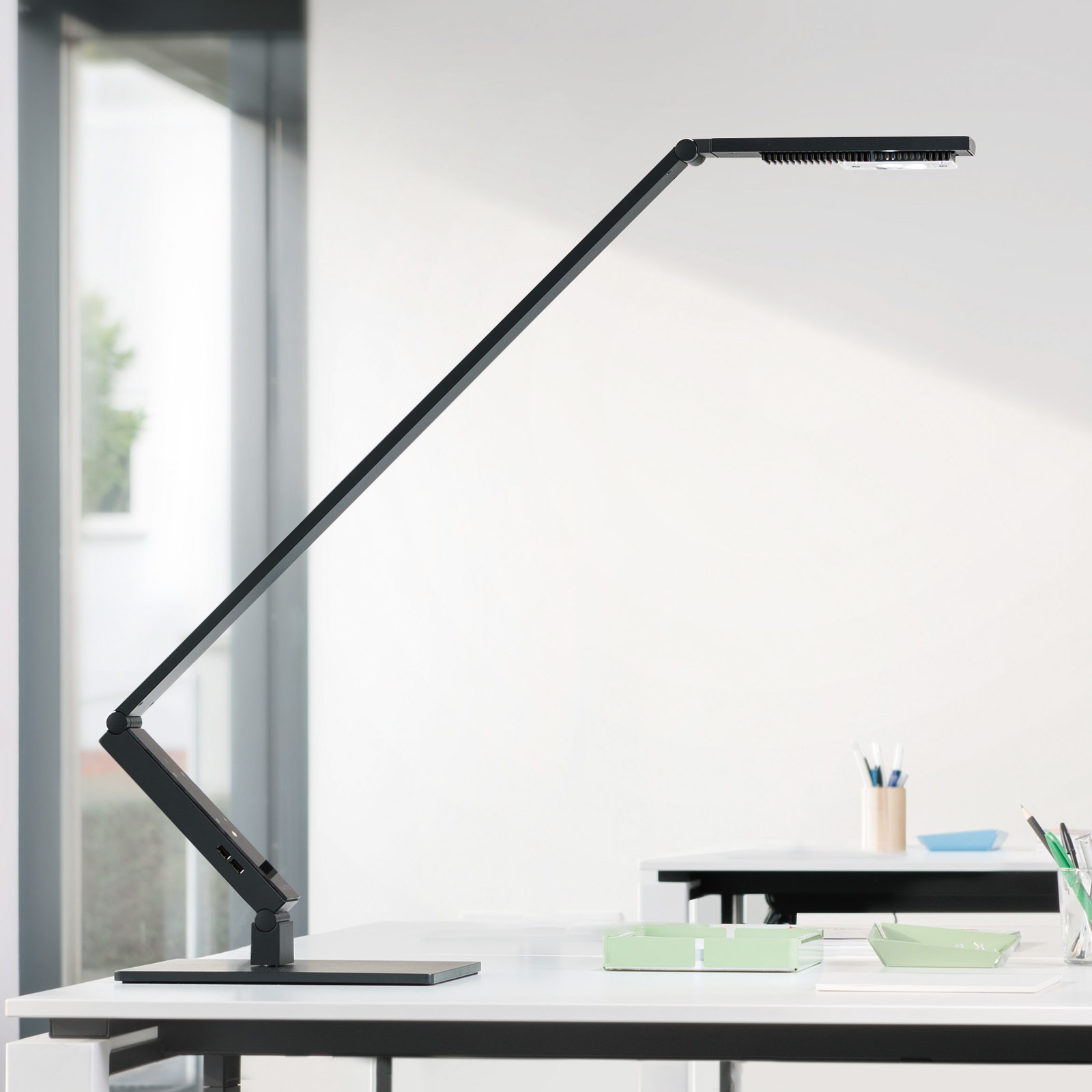 Luctra TableProLinear lampe table LED pied noire
