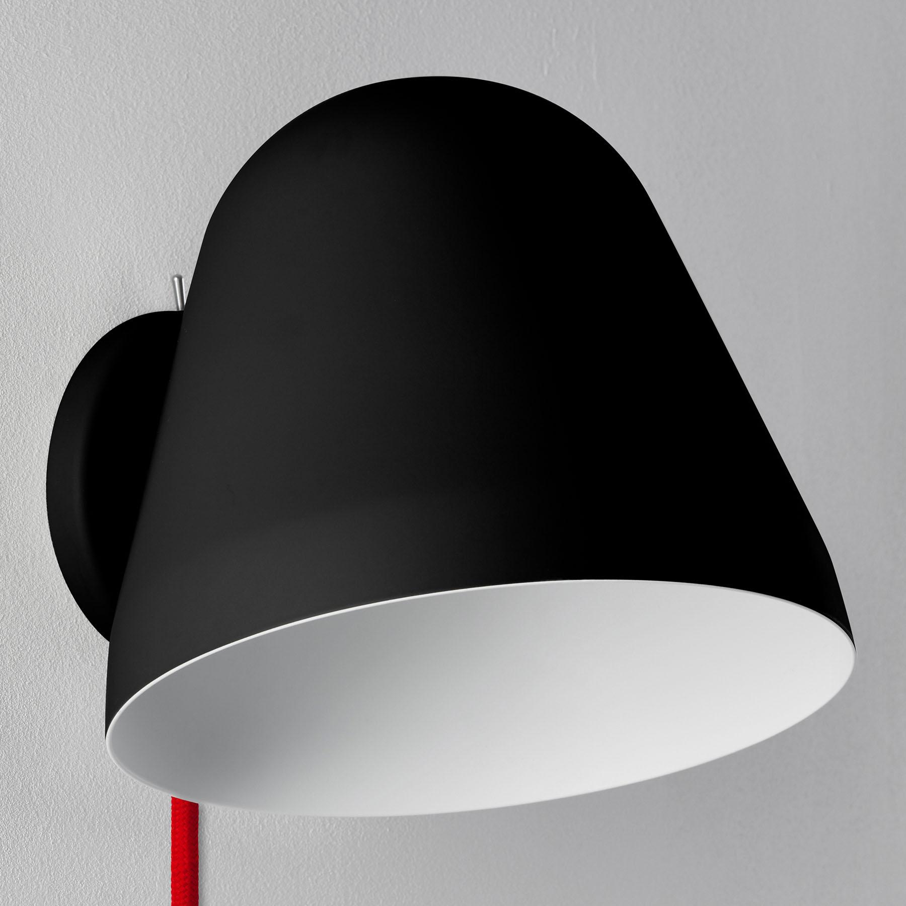 Nyta Tilt Wall Short wandlamp kabel rood, zwart
