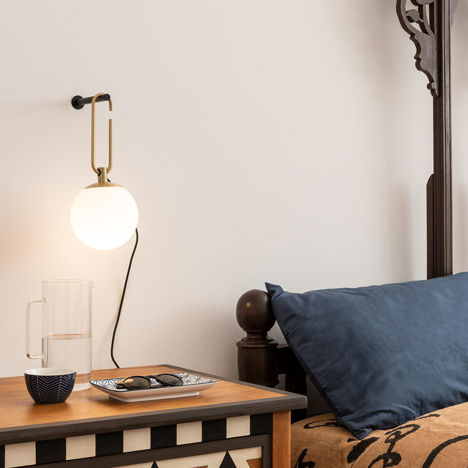 Artemide nh Wall wandlamp met glasbol, messing