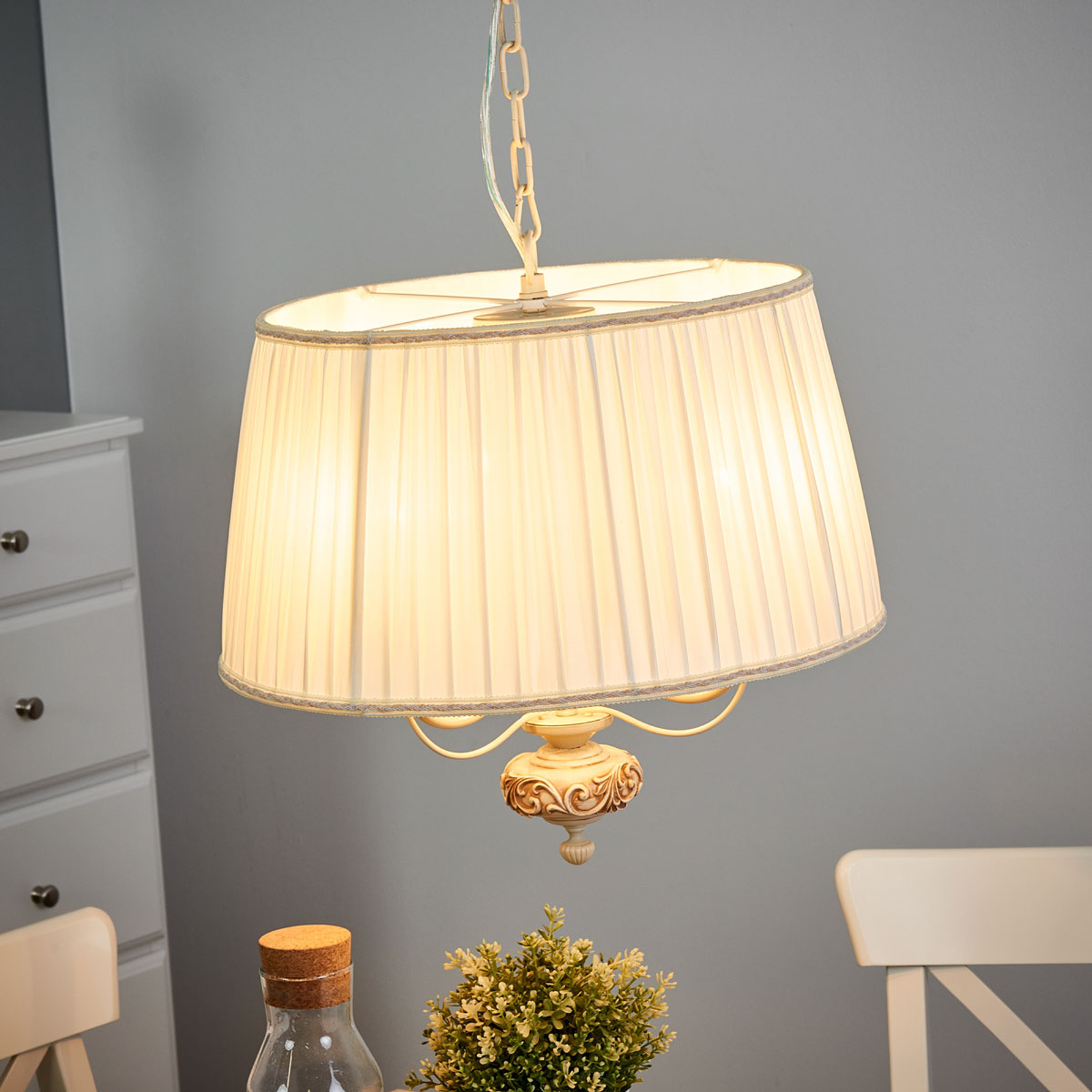 Kremfarget sateng hengende lampe Olivia