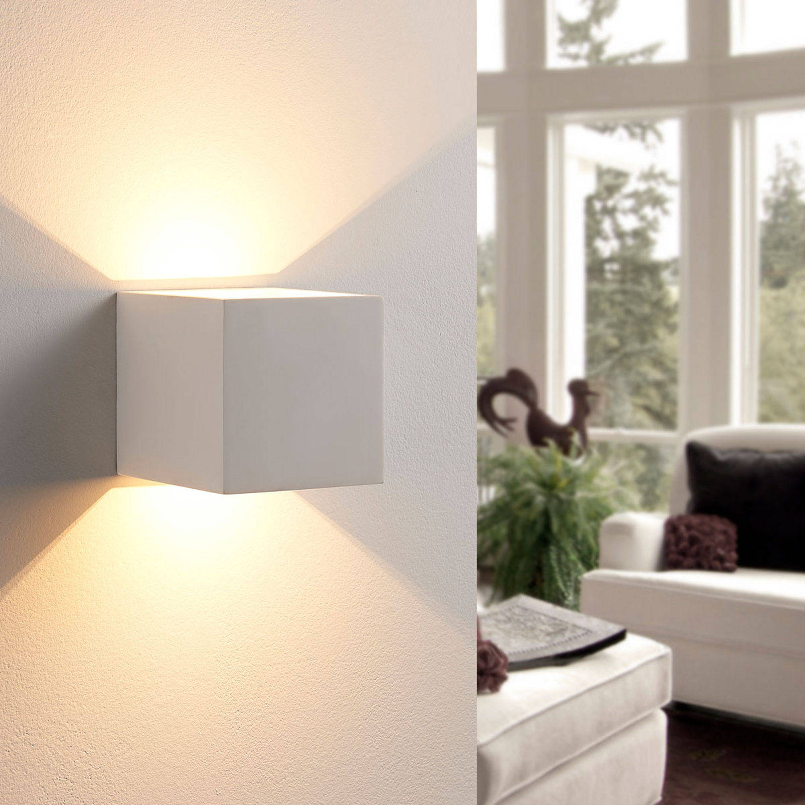 Würfelförmige LED-Wandlampe Kay aus Gips