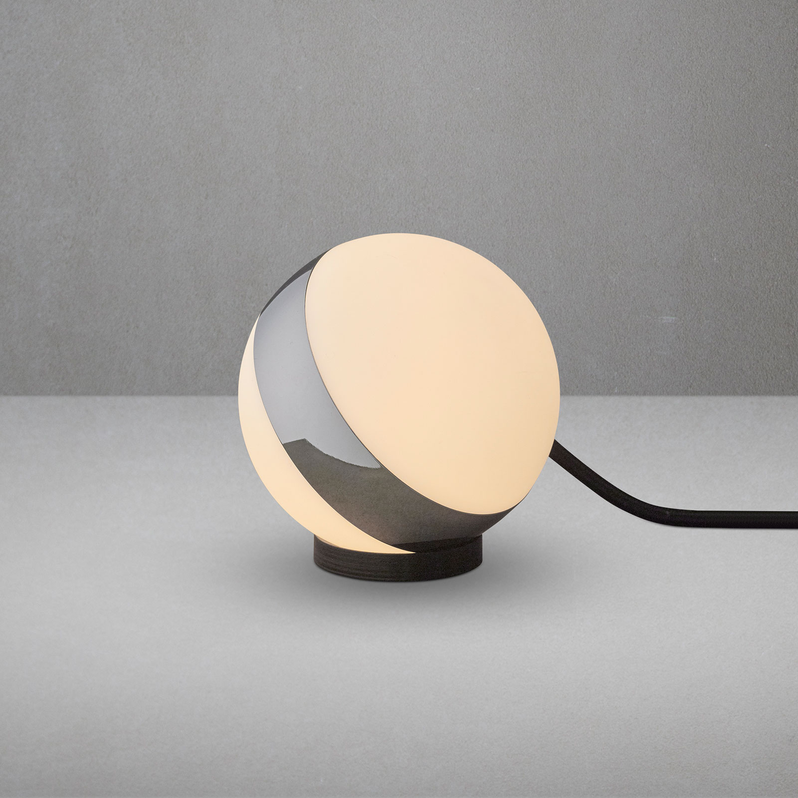 Tafellamp Circle in bolvorm, hoogte 12 cm