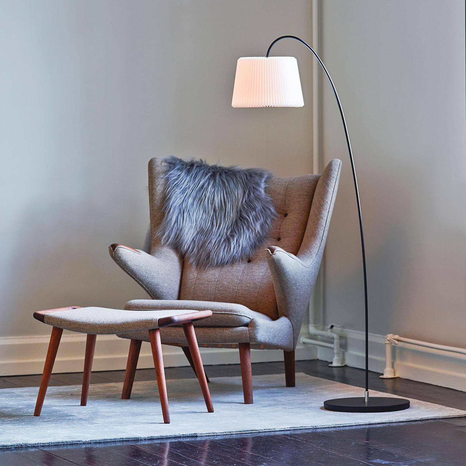 LE KLINT Snowdrop vloerlamp, kunststofkap wit